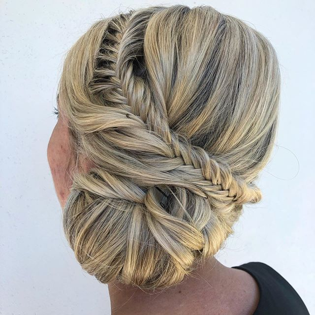 •Event Hair•  Yes we are a bridal Duo, but we are also a styling team 👯♀️ Hair & makeup packages available for events  #sunshinecoastwedding #hairandmakeupsunshinecoast #eventhair #weddinghairsunshinecoast #sunshinecoastblondes