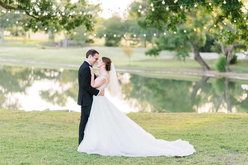 DallasWeddingPhotographer-MattandJulieWeddings_Kayleigh+Clay594.jpg