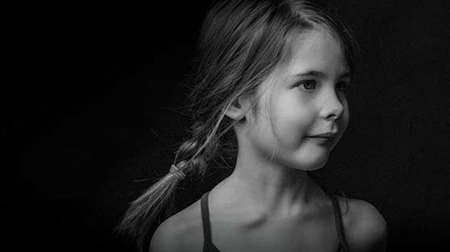 På vei  #mafotografene #halden#norway #portrettfotograf #barnefotograf#childrenphotography #nikon#bw#blackandwhite