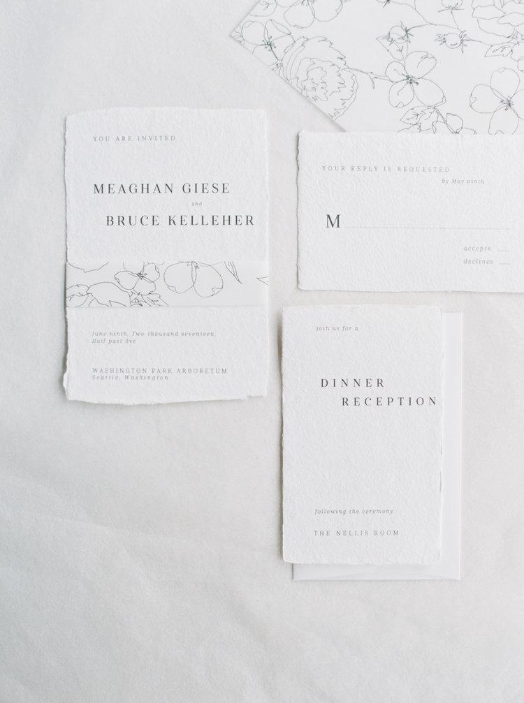 Invitación de boda minimalista con ilustración floral