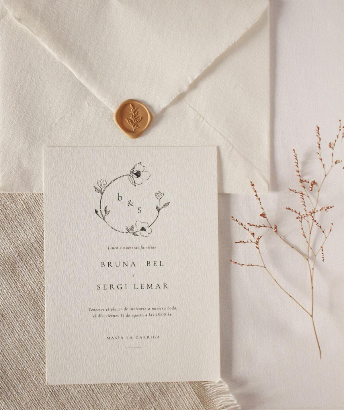 Invitación con ilustración de corona de flores silvestres - Esta invitación es parte de mi colección de invitaciones prediseñadas Bruna, que puedes ver completa aquí.