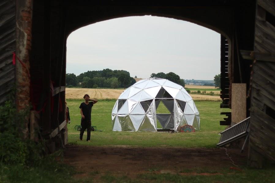 Palace through barn.JPG