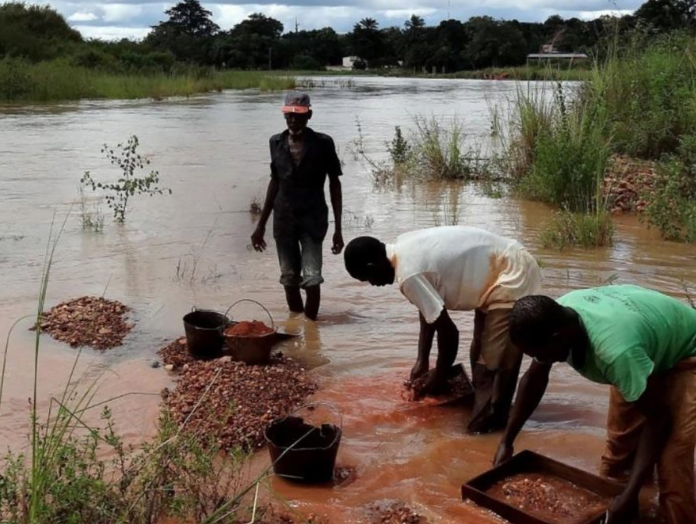 Mining at the rough and ready end: 'artisanal' mining in DRC.  Image:  https://impacttransform.org/en/new-reports-on-artisanal-diamond-mining-in-cote-divoire-and-democratic-republic-of-congo/