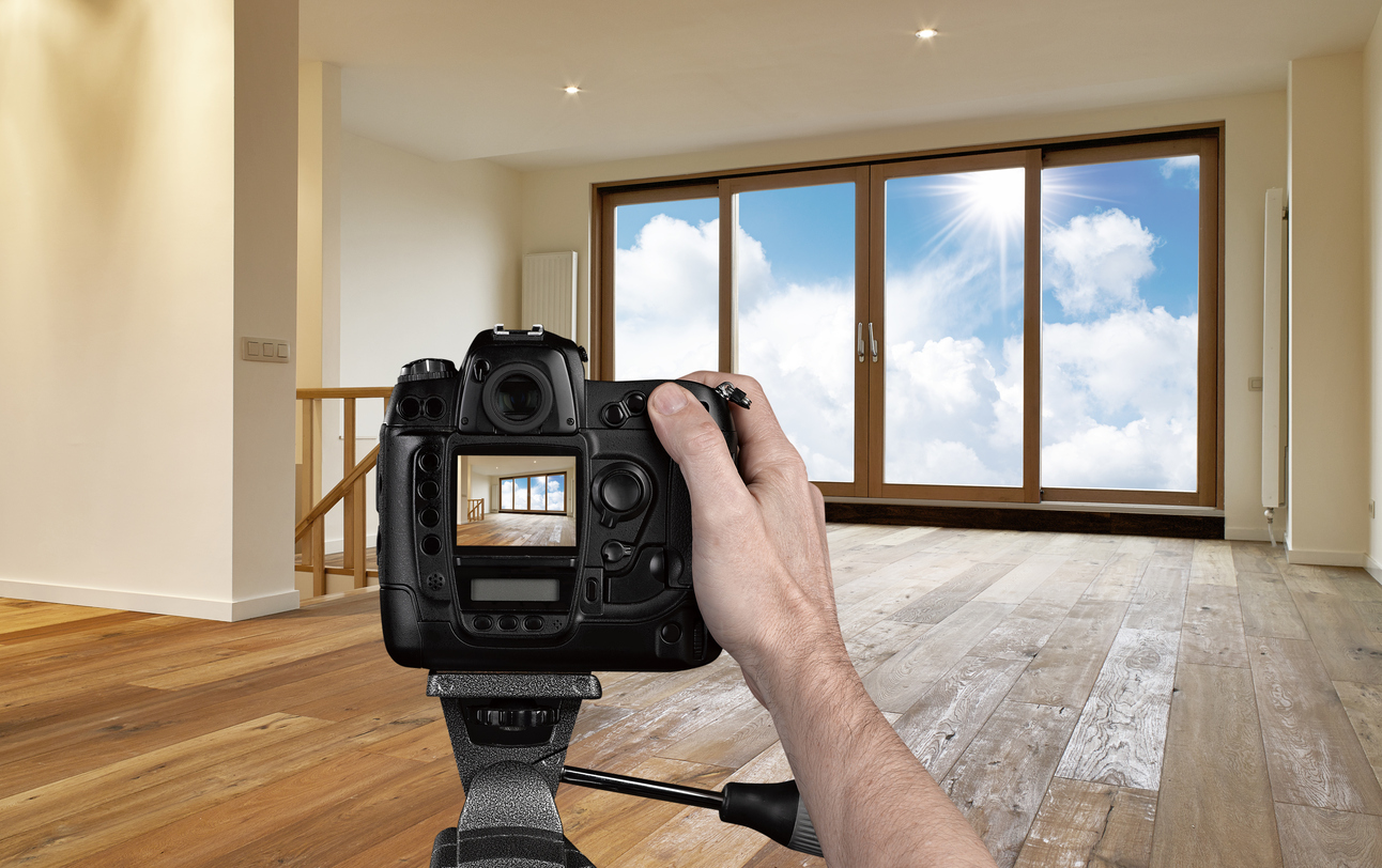 Man-photographing-empty-living-room-with-digital-camera-187039052_1293x812.jpeg