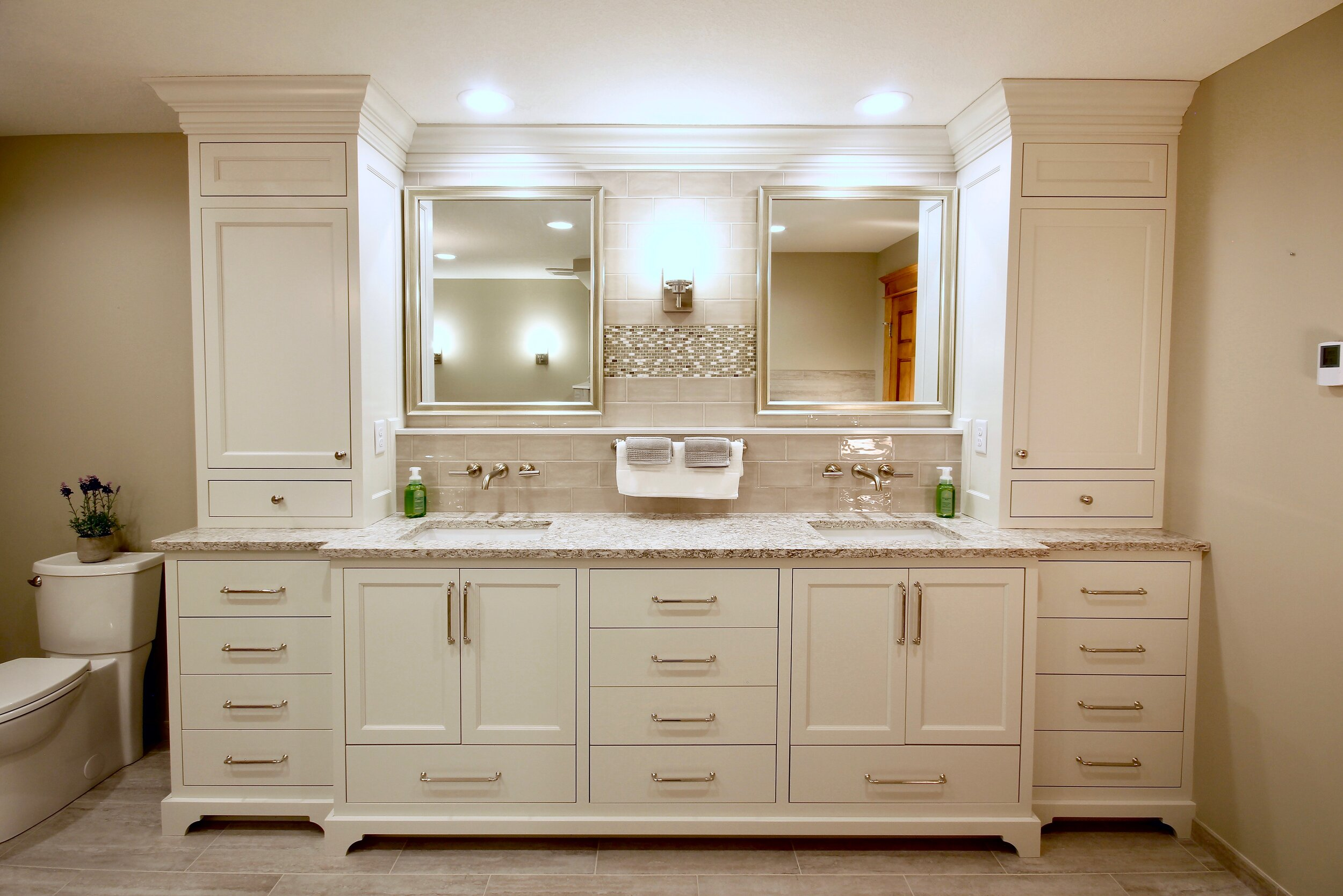 Twin vanity with side towers