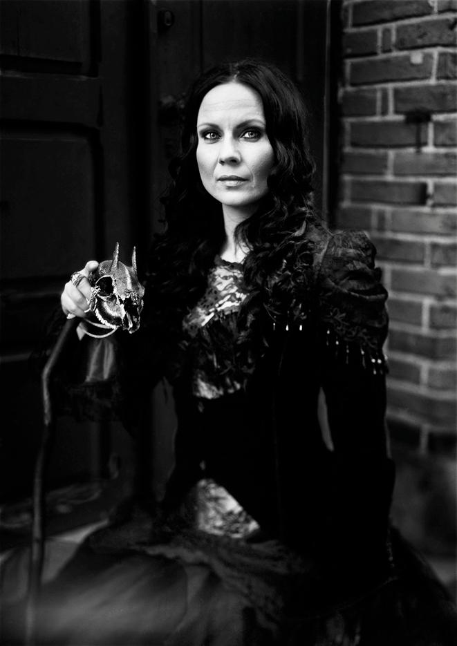 Petra Shara Stoor, Skullartist at Skulls & Bones Artwork. Photo by Karin Wednesday Brodin.