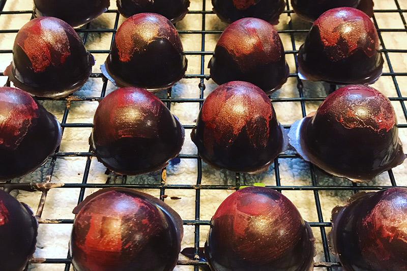 Cocoa De Cocoa - Hand-made, artisanal, healthy, and healing dark chocolate truffles, bars, & drinking chocolate.