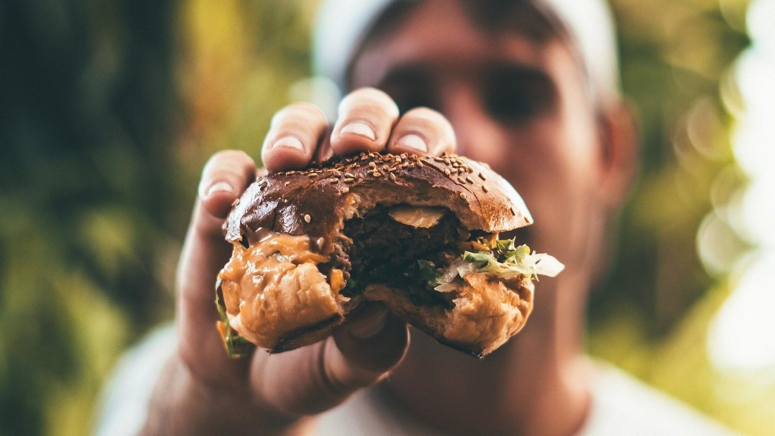 Coonass Cheese Burger - Smoky pork & mature cheddar, pickle, onion & awesome saucebutter toasted brioche bun70,- kr