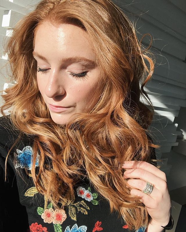 That New York City sun ☀️ - Real talk, when I was in the city I applied sunscreen like 4x a day 🙌🏻 I've never been that religious about it but ya gotta start somewhere! - Do you reapply your sunscreen? - - #redhead #redheadsdoitbetter #redheadselfie #redhairdontcare #longredhair #beautycommunity #skincarecommunity #skincareobsessed #sunscreen #spf #beautyobsessed #redhairstyle #redhairlove #gingerhair #instaredhead #naturallashes #butfirstsunscreen #sunscreenobsessed #beautyproductjunkie #igbeauty #igbeautyblogger #skincarelover #glowingskintips