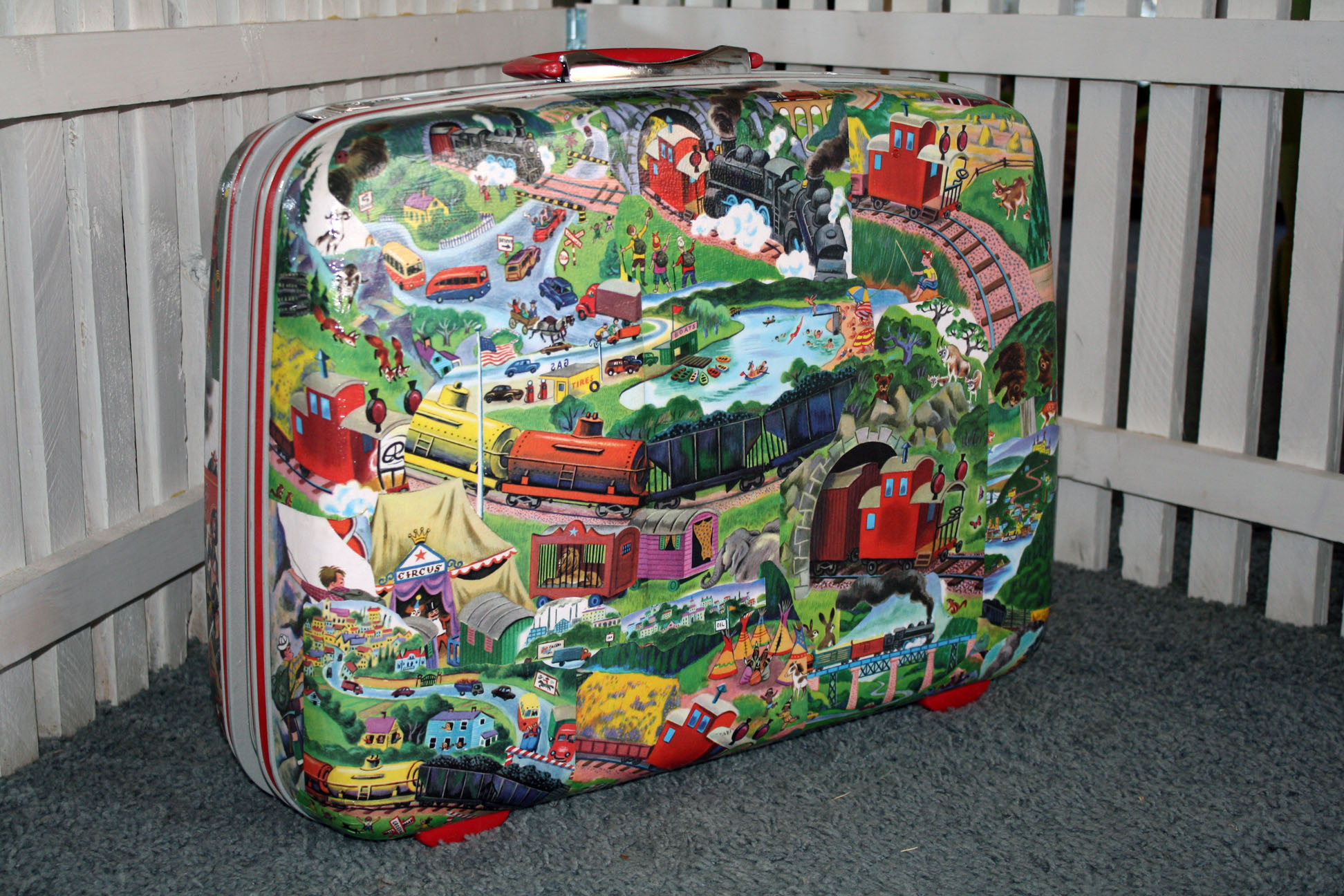 TrainSuitcase5.jpg