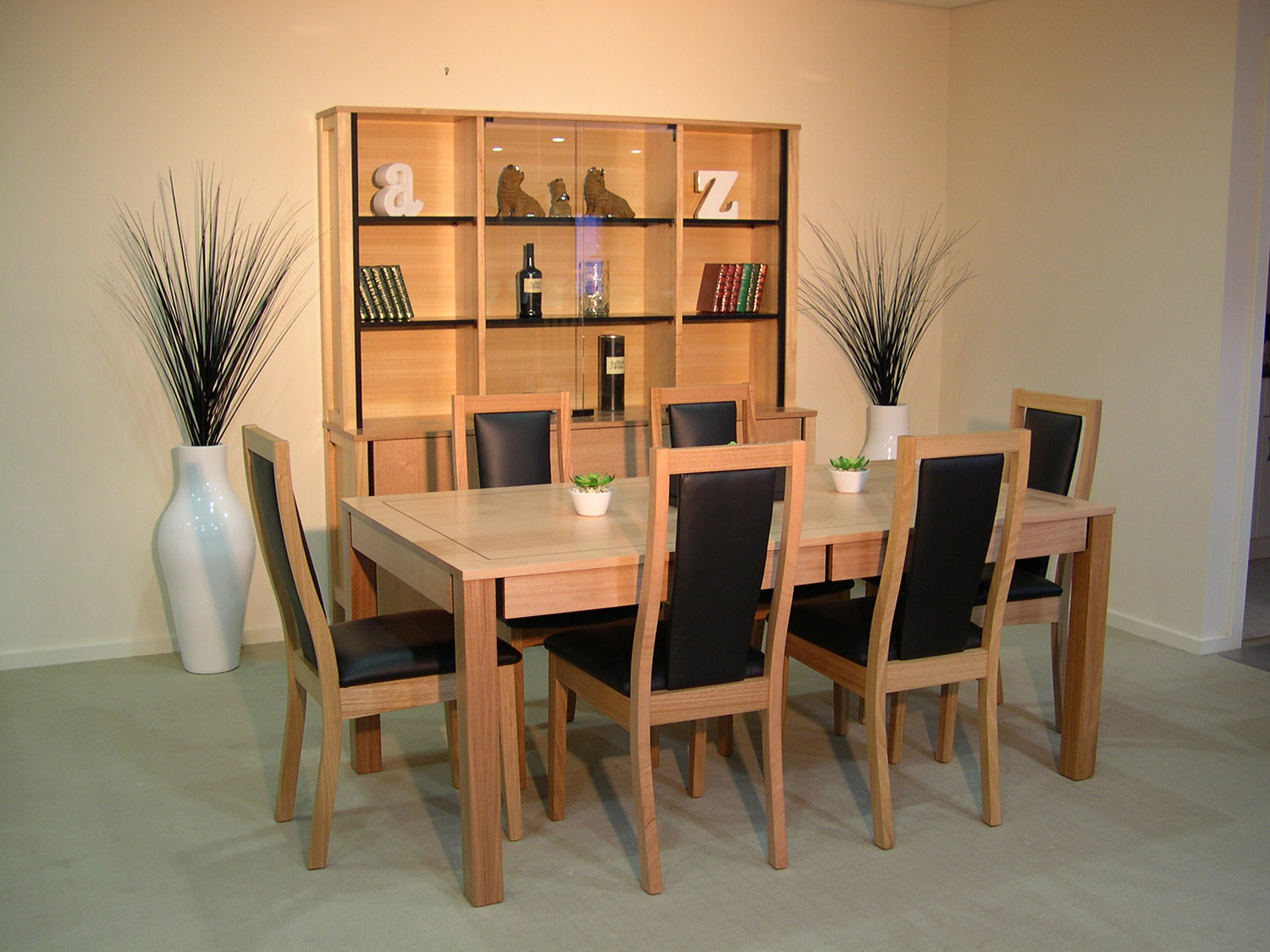 Oasis Dining Setting