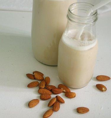 almond-milk-1.jpg