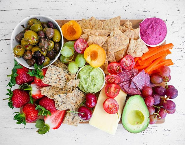 One of my favourite things about summer is having friends over for dinner and enjoying a delicious snack platter on their arrival. Platters don't have to be unhealthy or boring, in fact, they're a great way to load up on fruit, vegetables and wholegrains - an easy way to experience different flavours too.  This platter was created using  @sunrice Brown Rice Chips, which are made with wholegrain brown rice, no preservatives, artificial flavours, colour, wheat or gluten. My favourite is the Parmesan & Sundried Tomato! Lx