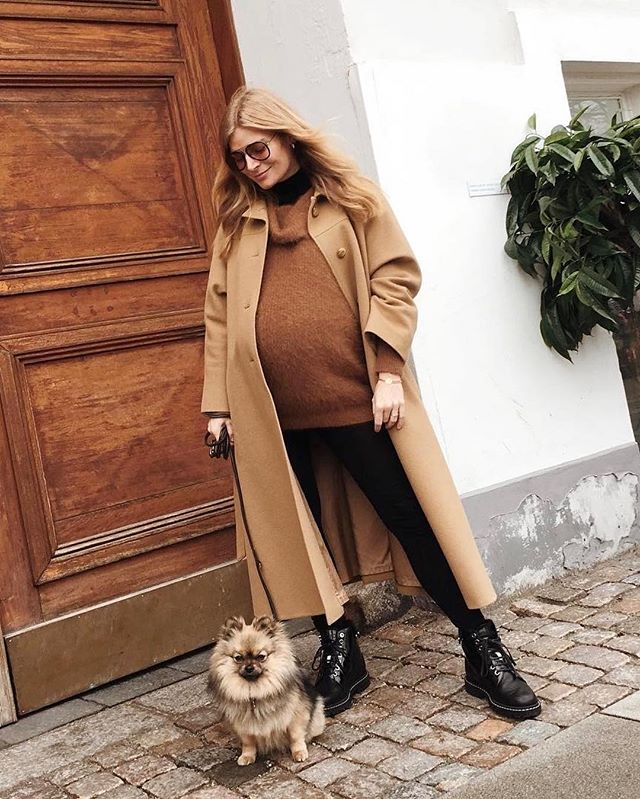 How cool is @mie_juel's winter maternity look? We broke it down over on LB—link in bio! 🐪❄️