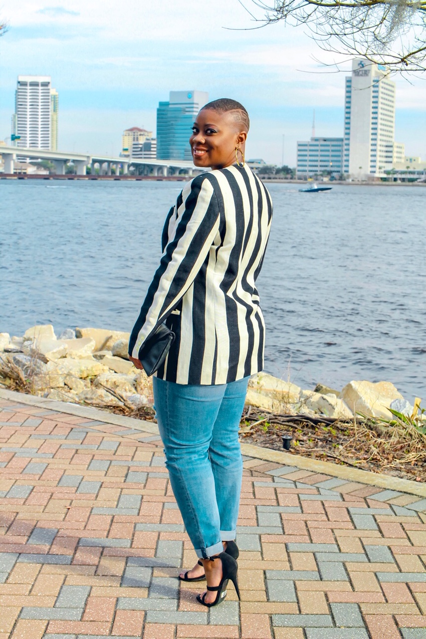 Blazer:  Divaxpressvintage.com  (Sorry guys this is one-of-a-kind)  Jeans:  Fashion Nova   Clutch:  Forever 21   Heels:  Windsor  (They're pretty old though)