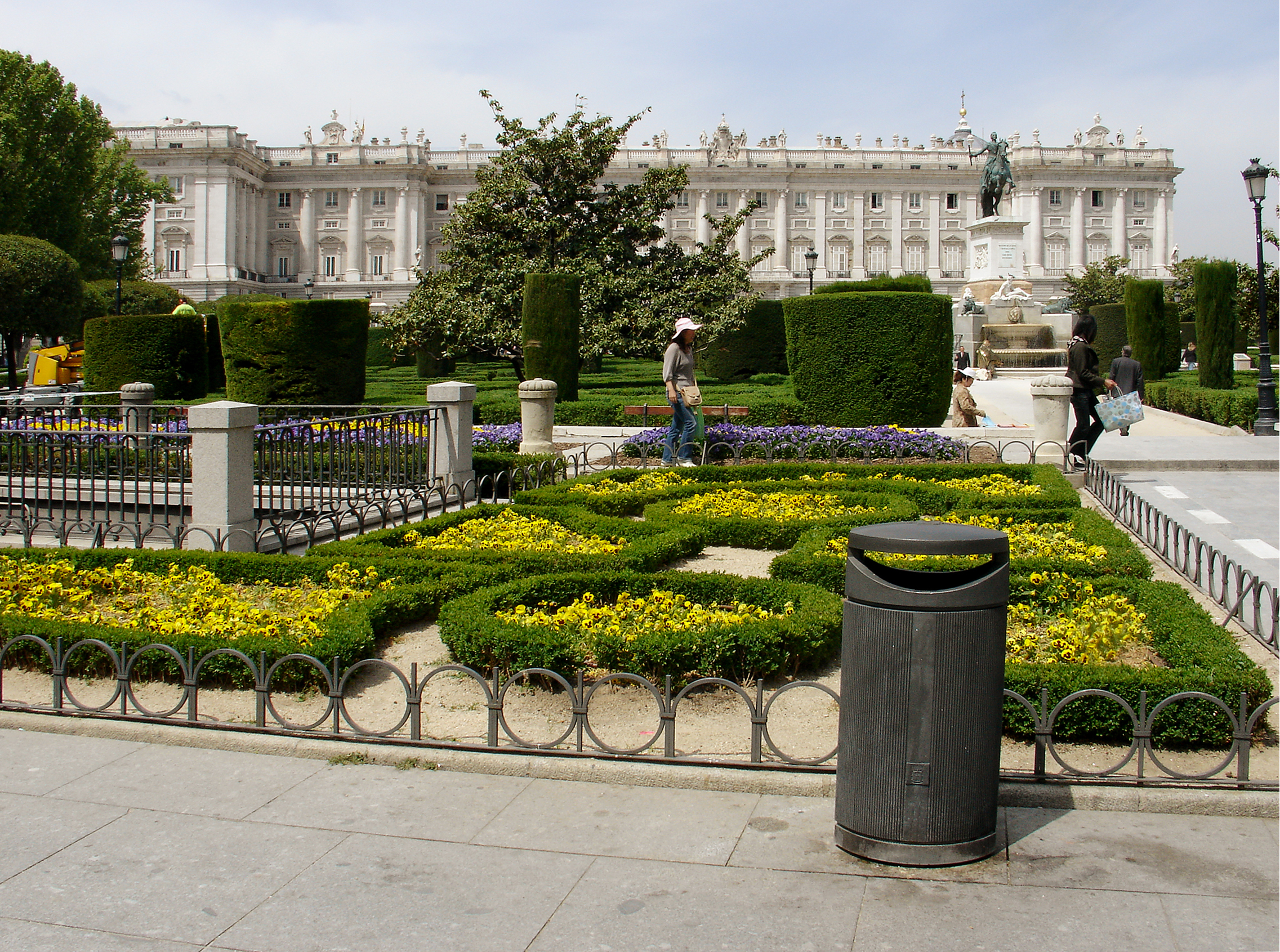 1.Gardens of the Royal Palace.jpg