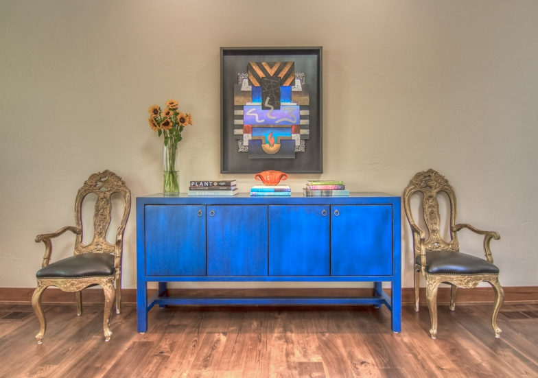This is an example of a Forced Large Focal Point, with multiple subsequent Small Focal Points of varying sizes - Grounding your focus and holding your interest as you are joyfully entertained with color and texture!