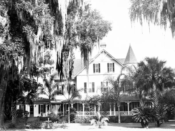 Bradlee-McIntyre house in its original location in Altamonte Springs in 1957. Photo from Florida State Archives.