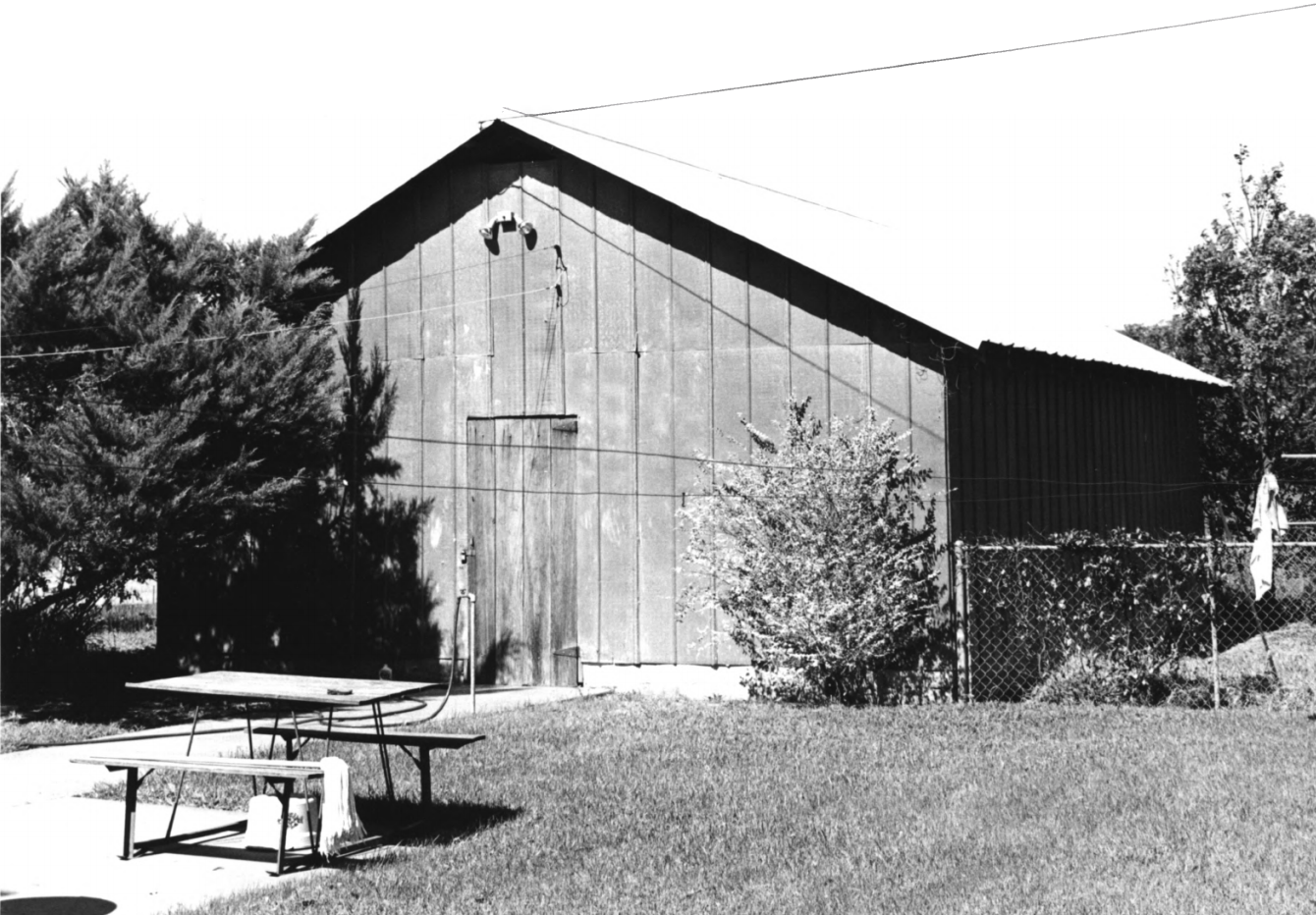 Photo of historic garage from national register of historic places, taken in 1990.