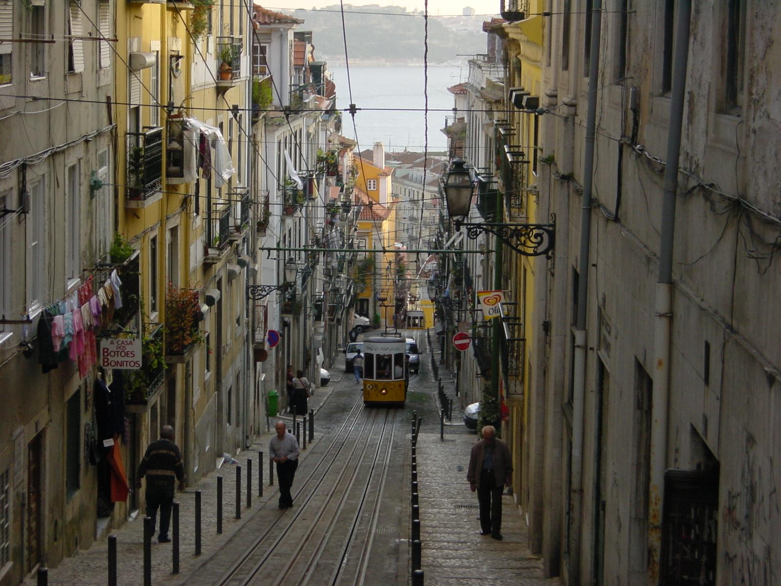 2002-10-26_11-15_(Andalusien_&_Lissabon_240)_Lissabon.jpg