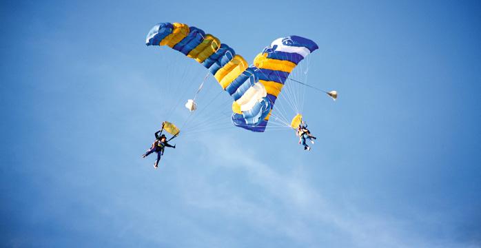 skydivers.jpg