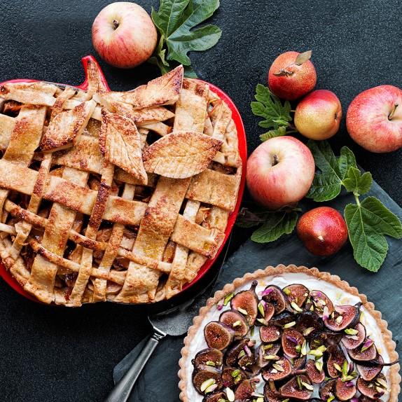 le-creuset-apple-tarte-tatin-pan-c.jpg