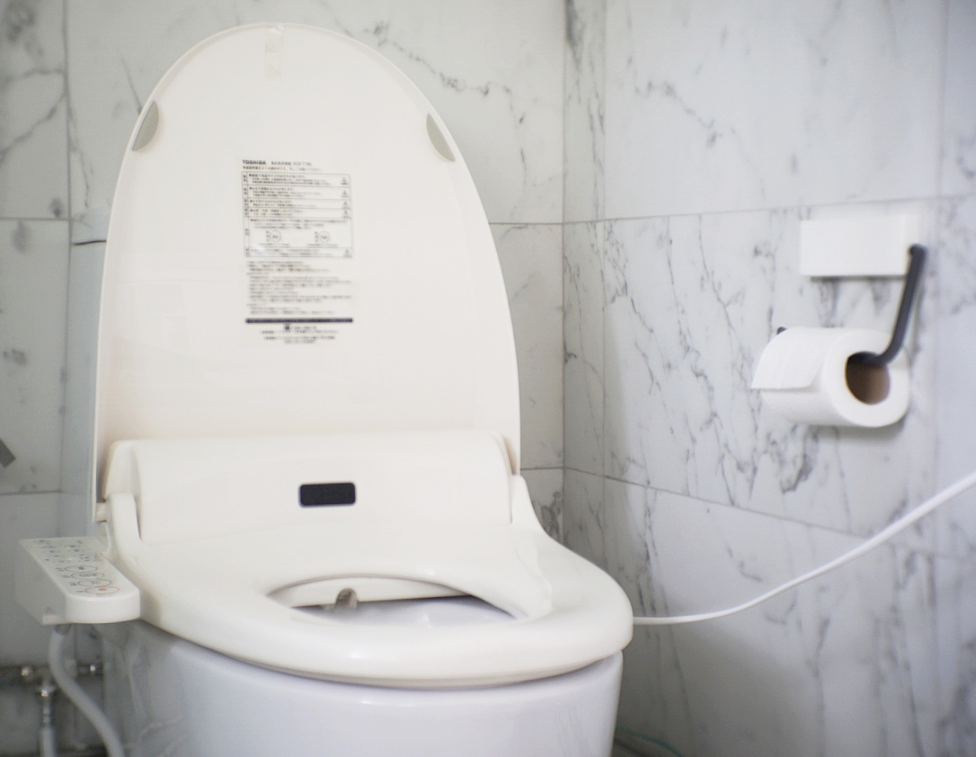Toshiba SCS-T160 automated japanese toilet seat