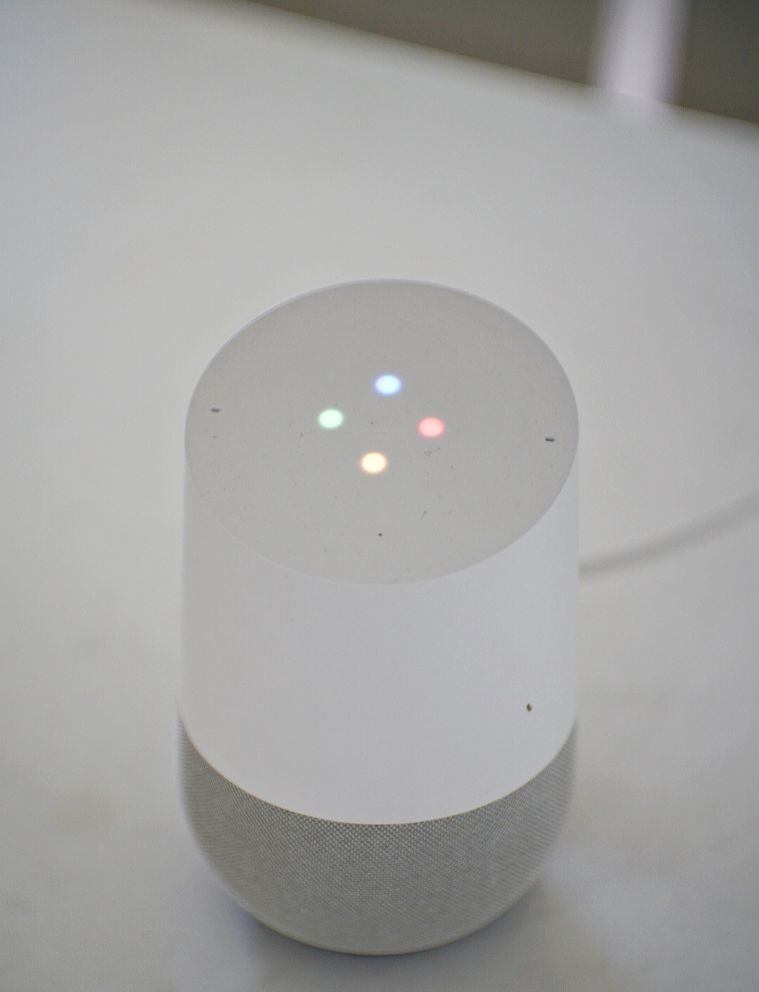 Google Home , the voice assistant that allows you to control your smart home.