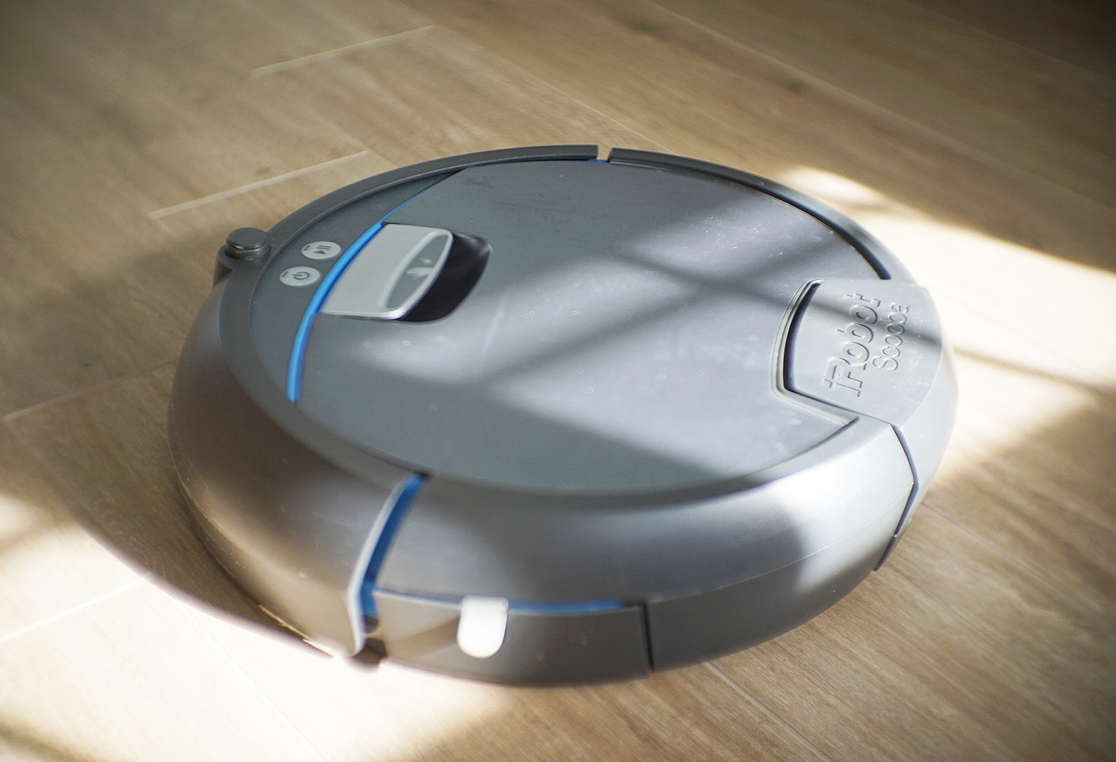 The iRobot Scooba does not have artificial intelligence, but it's smart to use it to scrub your floors for you.