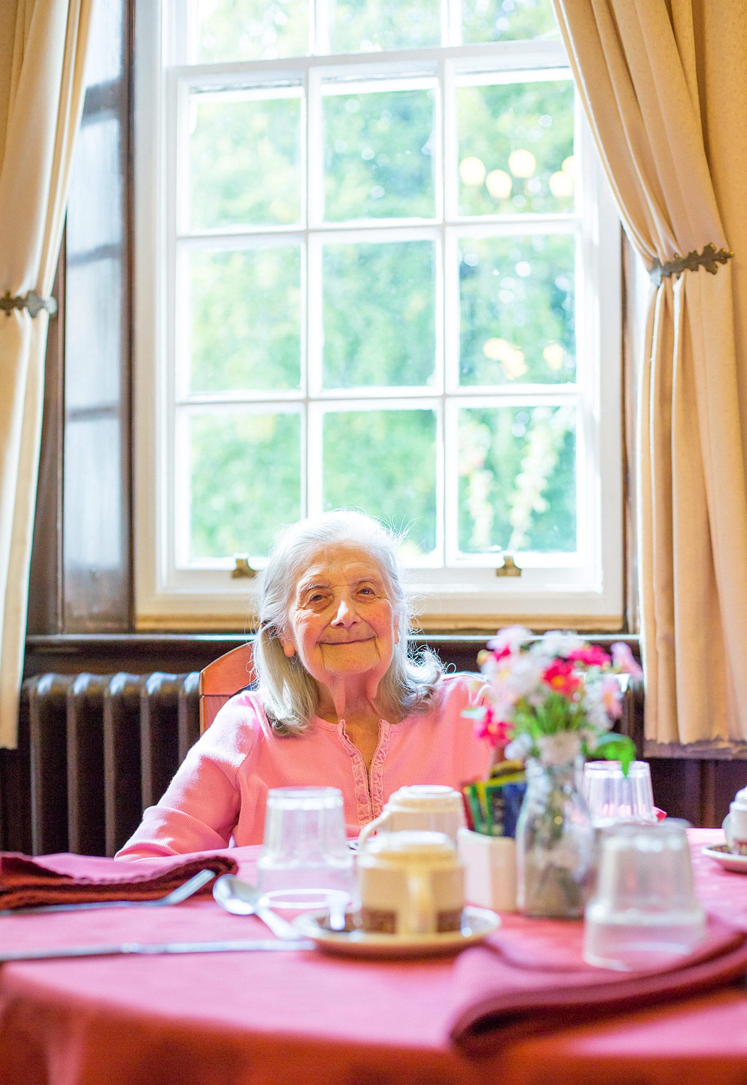 Holywell_Park_Nursing_Home_Sevenoaks_People_006_0460.jpg