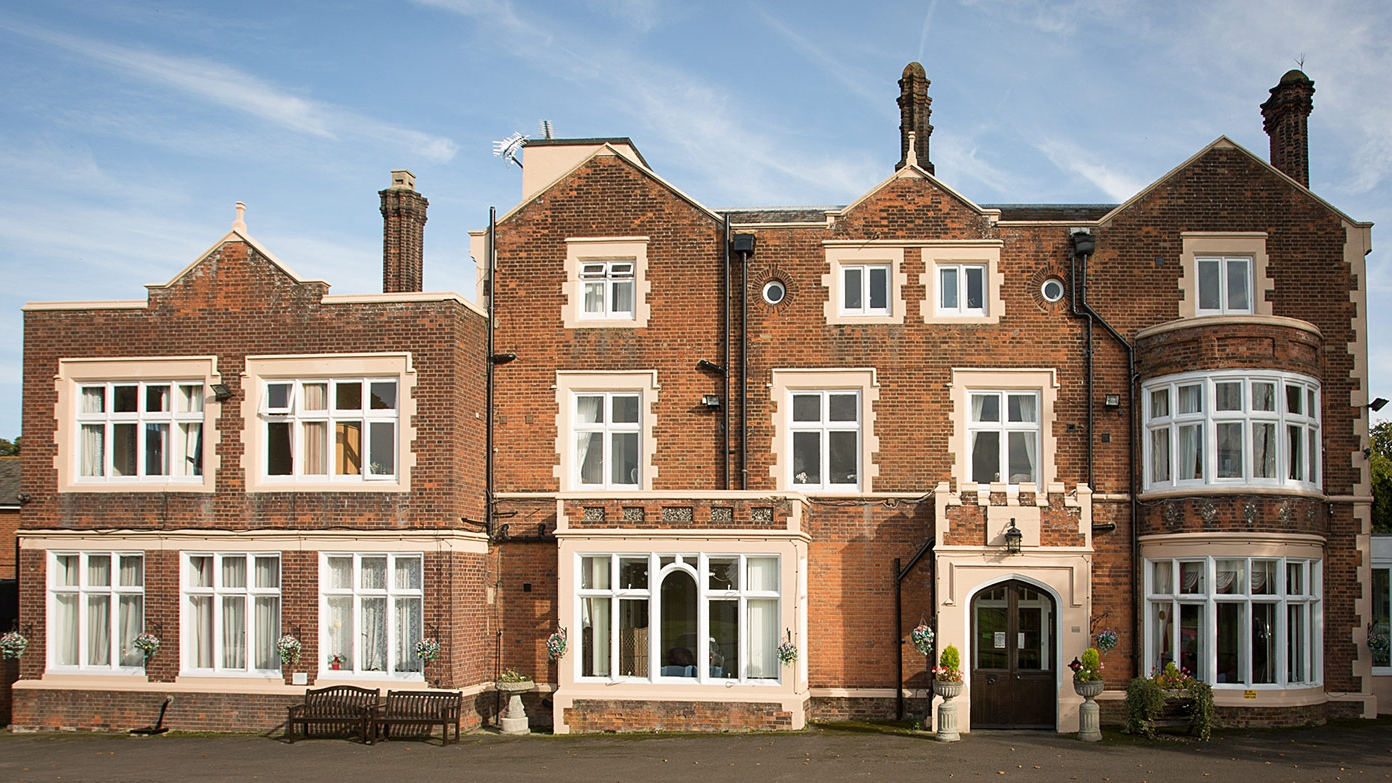 Holywell_Park_Nursing_Home_Sevenoaks_Exterior_009_.jpg