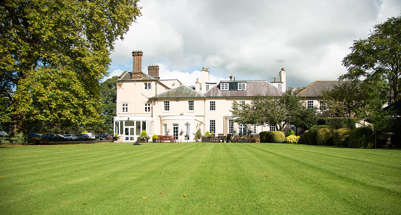 Holywell_Park_Nursing_Home_Sevenoaks_Exterior_005_0497.jpg