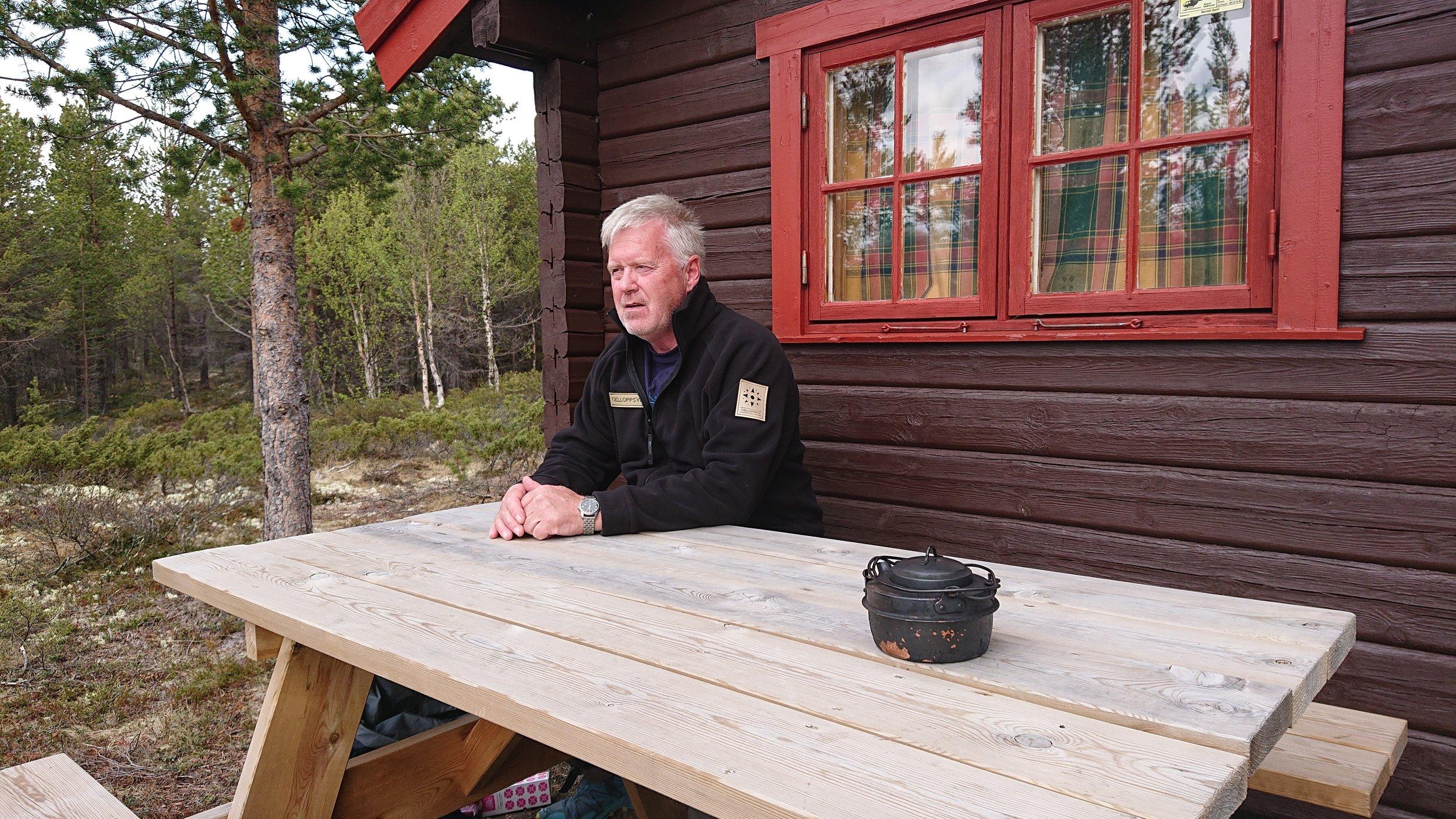 Tollevshaugbua – Også fjellstyreansatte må unne seg lunch. Her Asgeir.