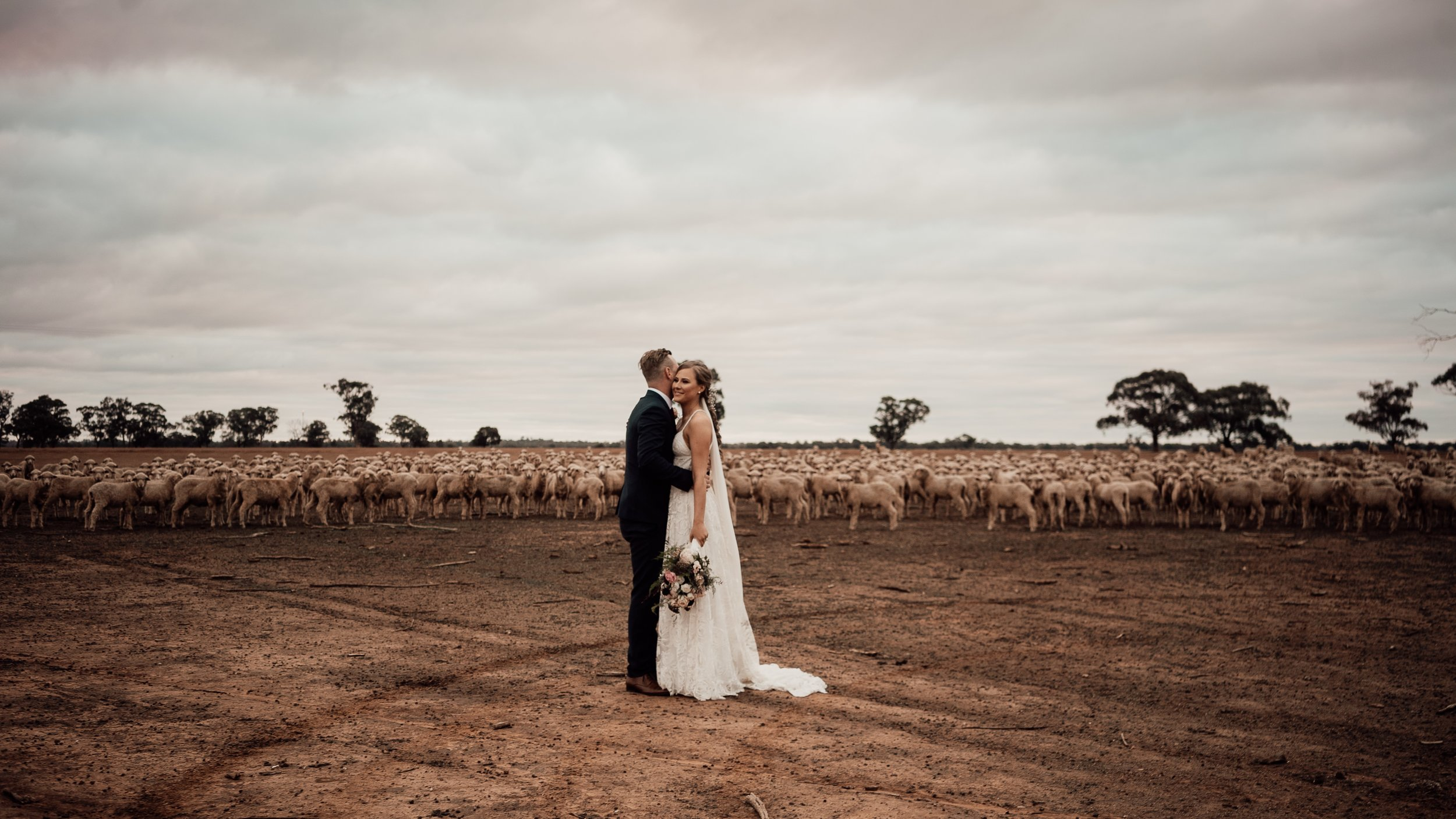 mickalathomas_puremacphotography_weddingphotographer_couplephotographer_Sheppartonphotographer_1466.jpg