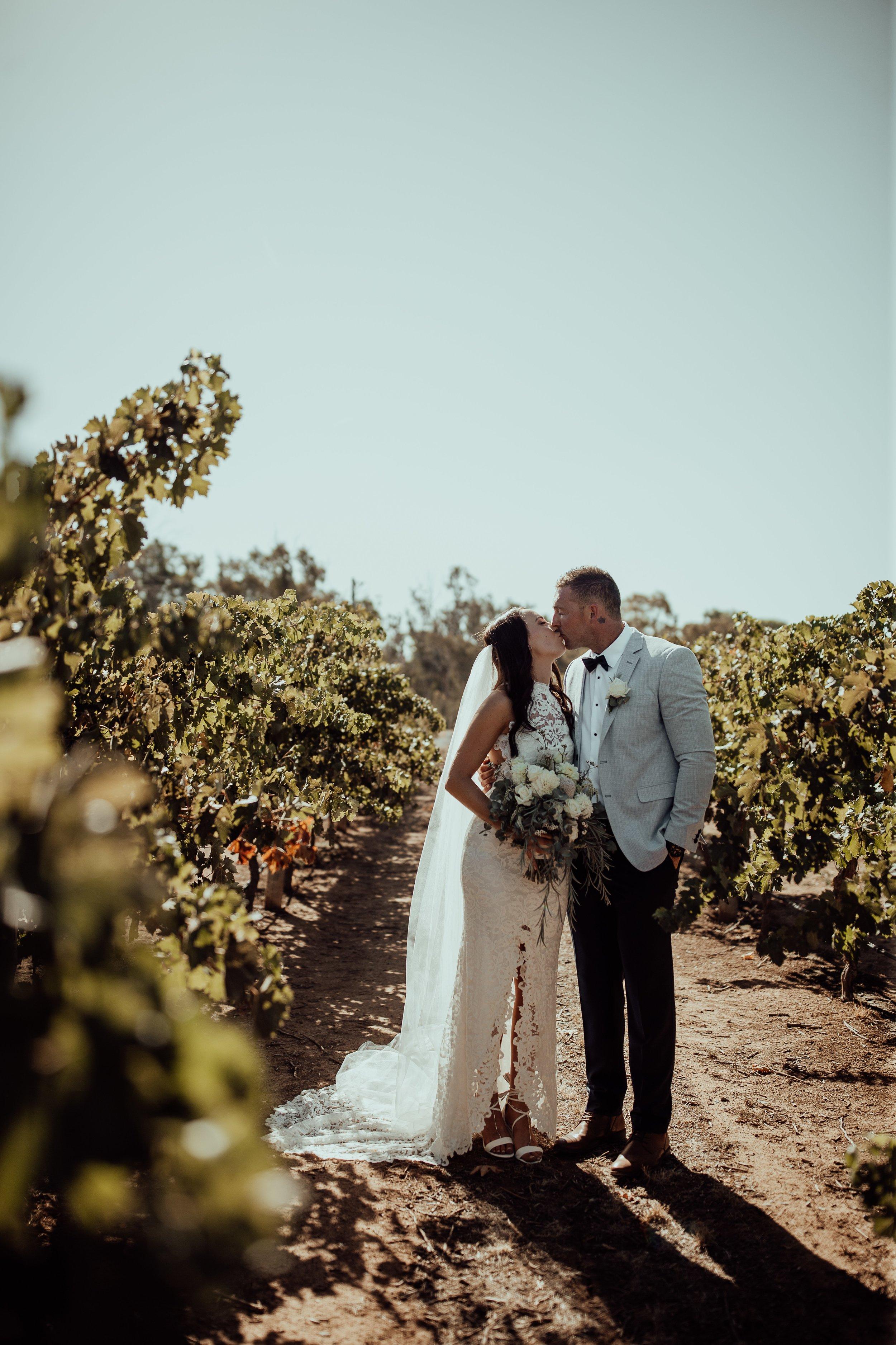 mickalathomas_puremacphotography_weddingphotographer_couplephotographer_Sheppartonphotographer_1479.jpg