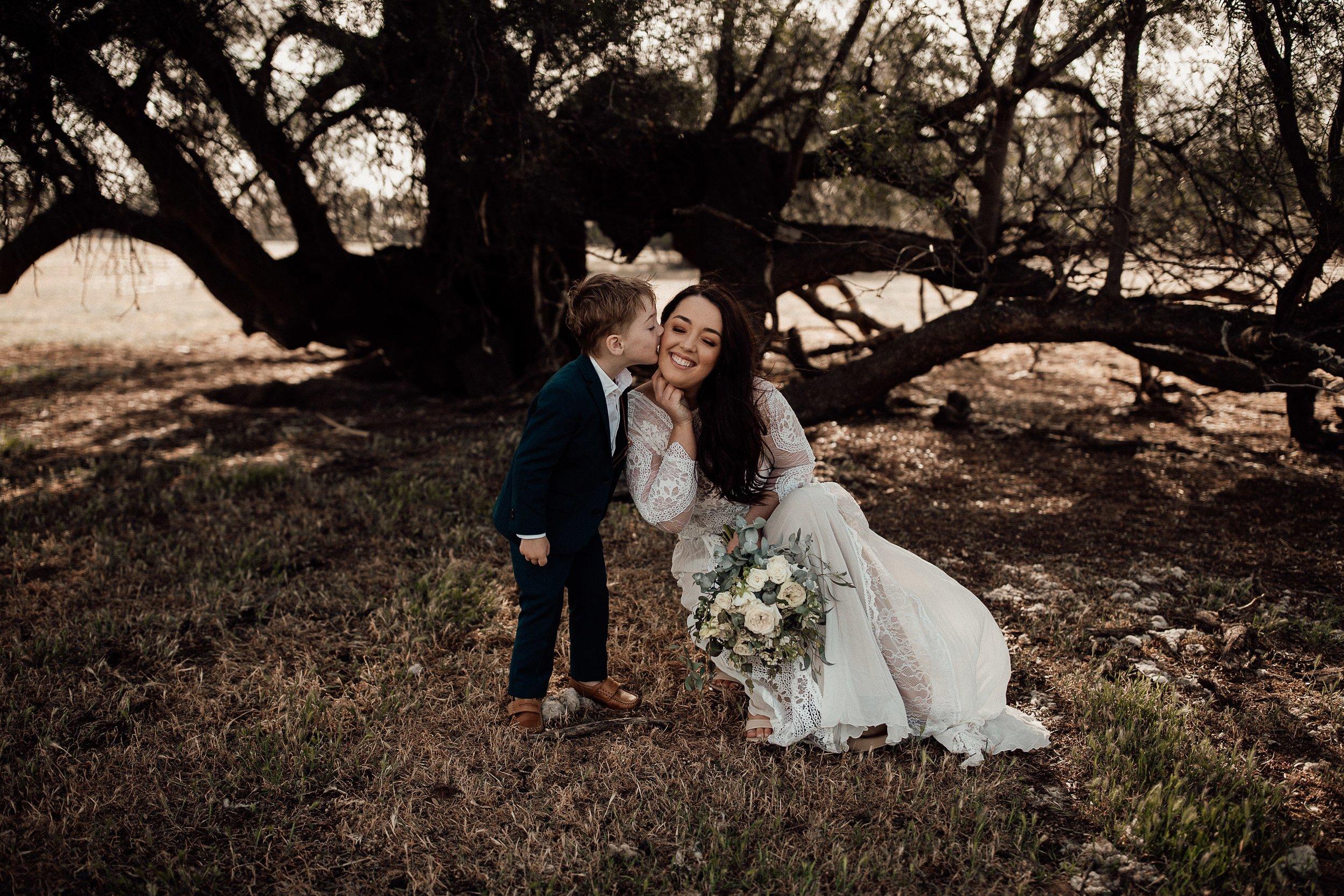 mickalathomas_puremacphotography_weddingphotographer_couplephotographer_Sheppartonphotographer_1511.jpg