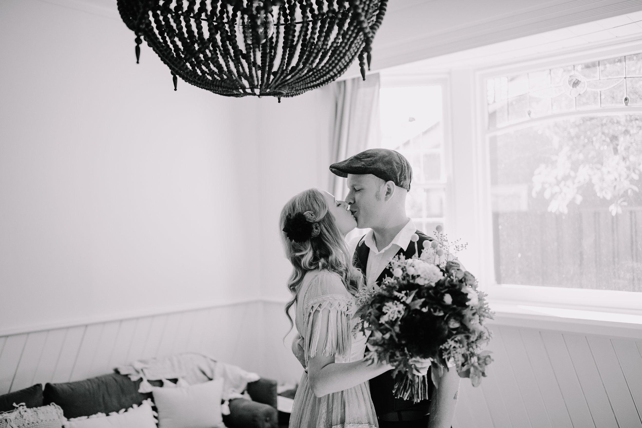 mickalathomas_puremacphotography_weddingphotographer_couplephotographer_Sheppartonphotographer_2037.jpg
