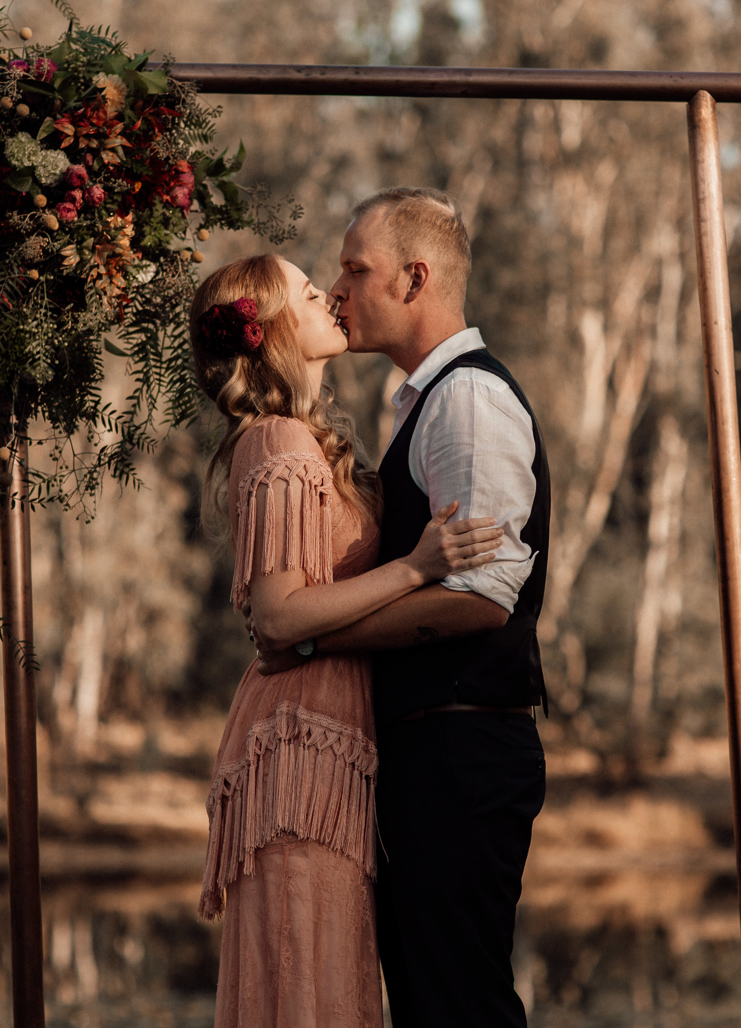 mickalathomas_puremacphotography_weddingphotographer_couplephotographer_Sheppartonphotographer_2071.jpg