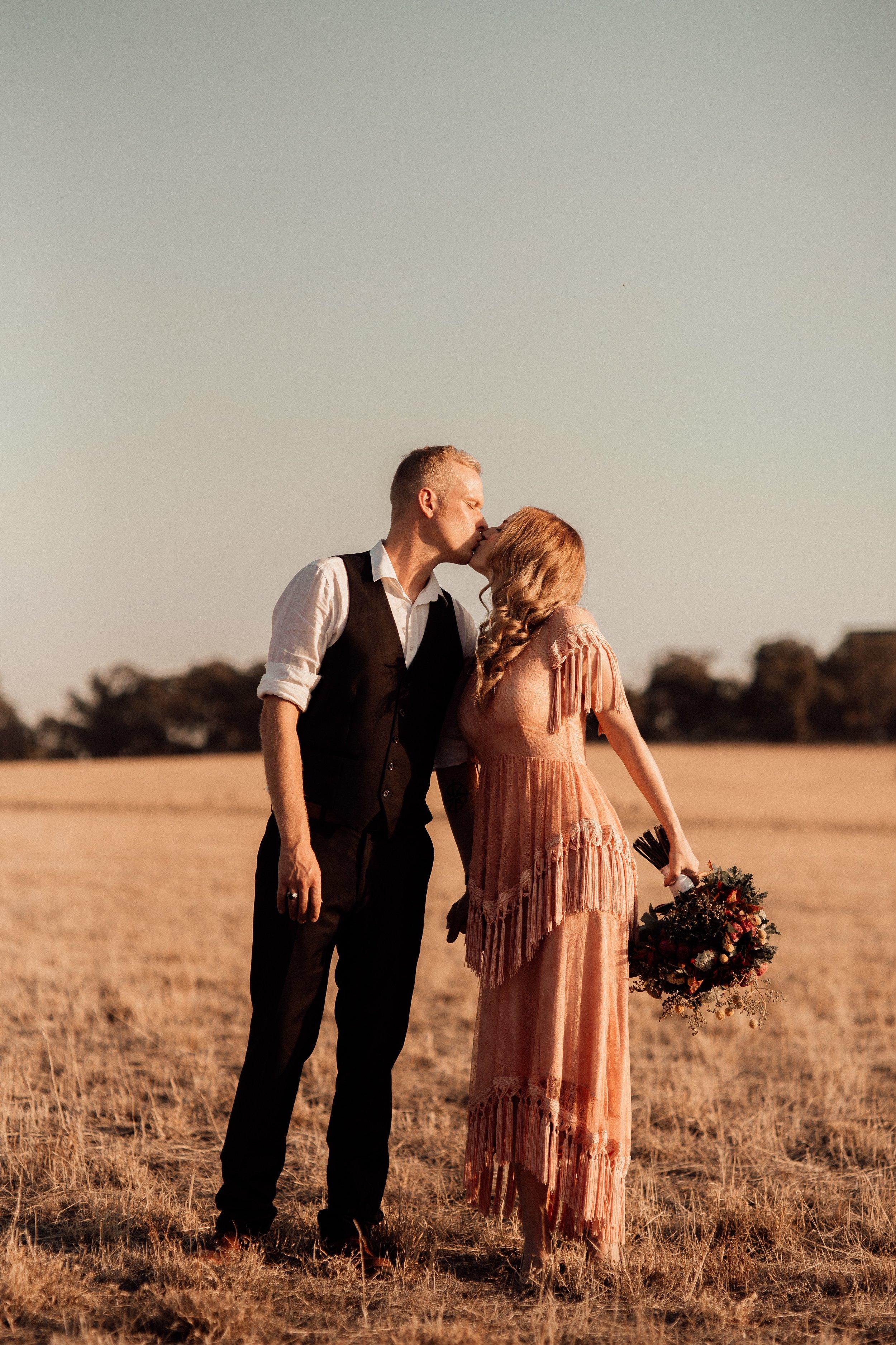 mickalathomas_puremacphotography_weddingphotographer_couplephotographer_Sheppartonphotographer_2074.jpg