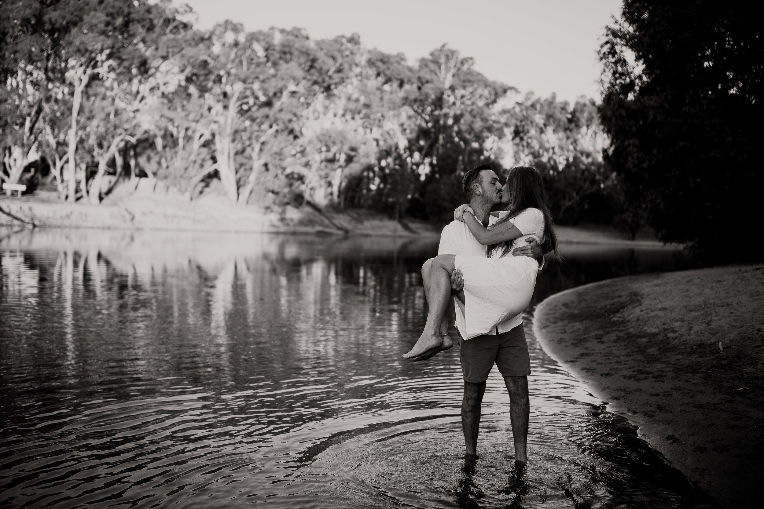 mickalathomas_puremacphotography_weddingphotographer_couplephotographer_Sheppartonphotographer_2836.jpg
