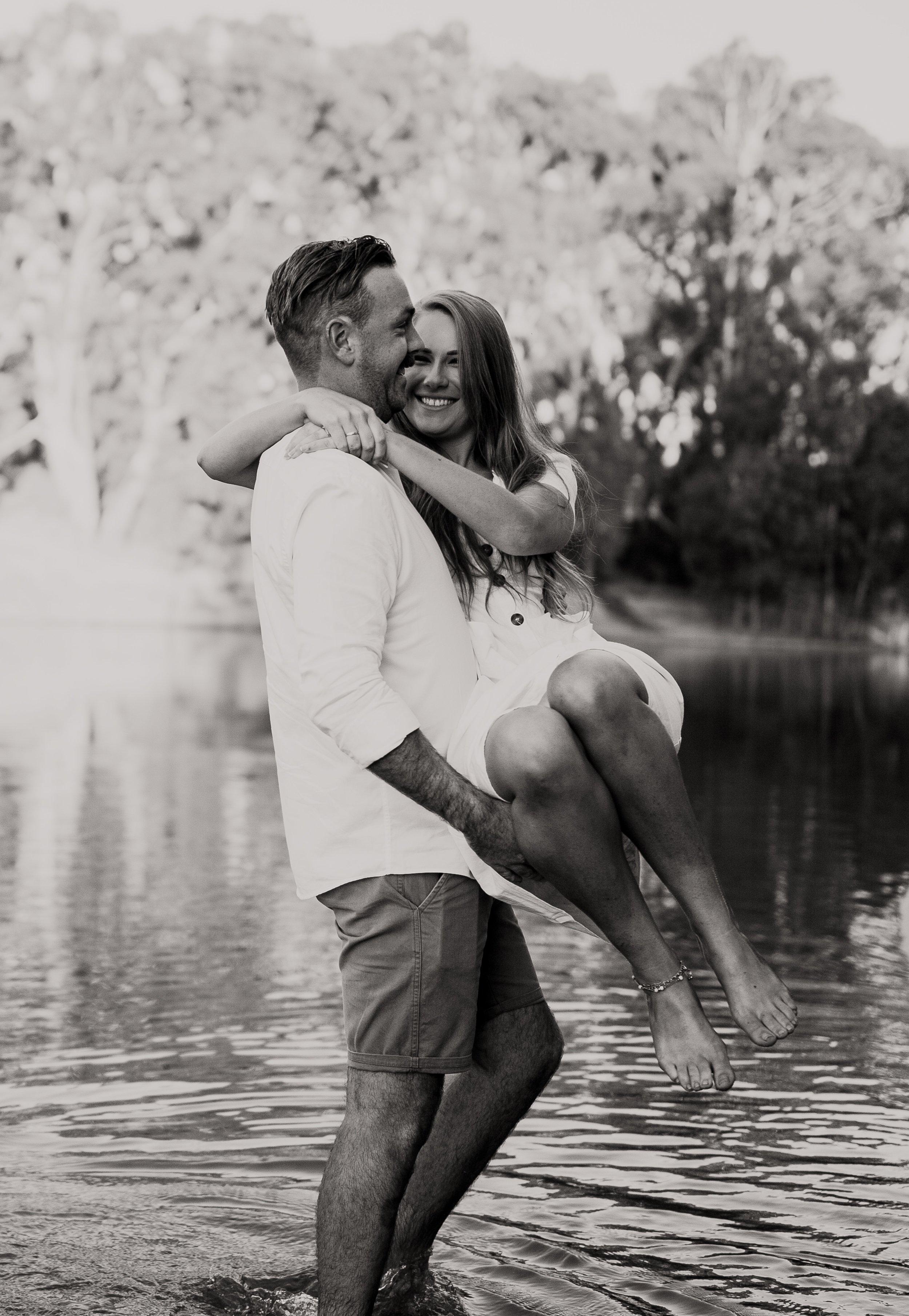 mickalathomas_puremacphotography_weddingphotographer_couplephotographer_Sheppartonphotographer_2837.jpg