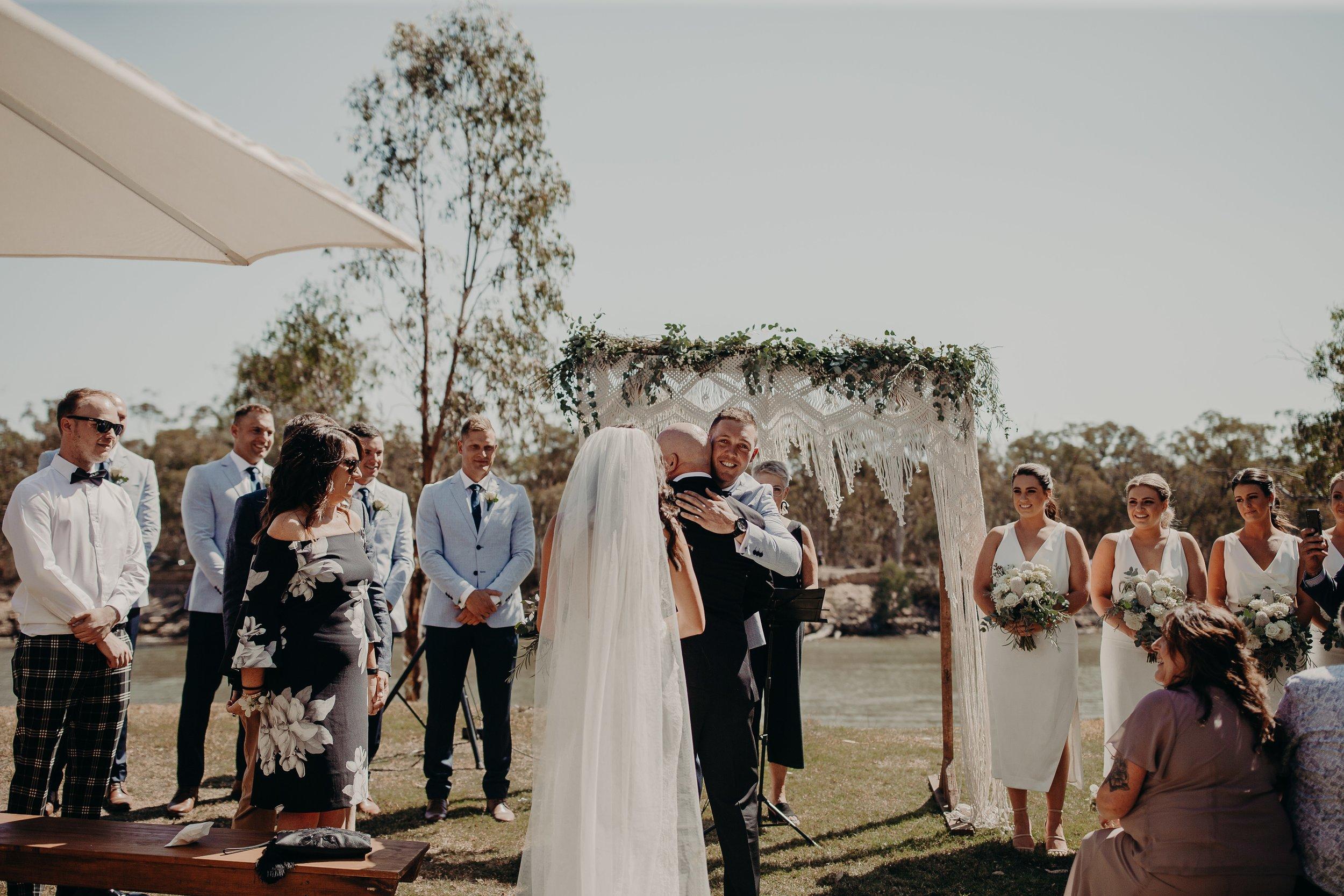 mickalathomas_puremacphotography_weddingphotographer_couplephotographer_Sheppartonphotographer_2871.jpg