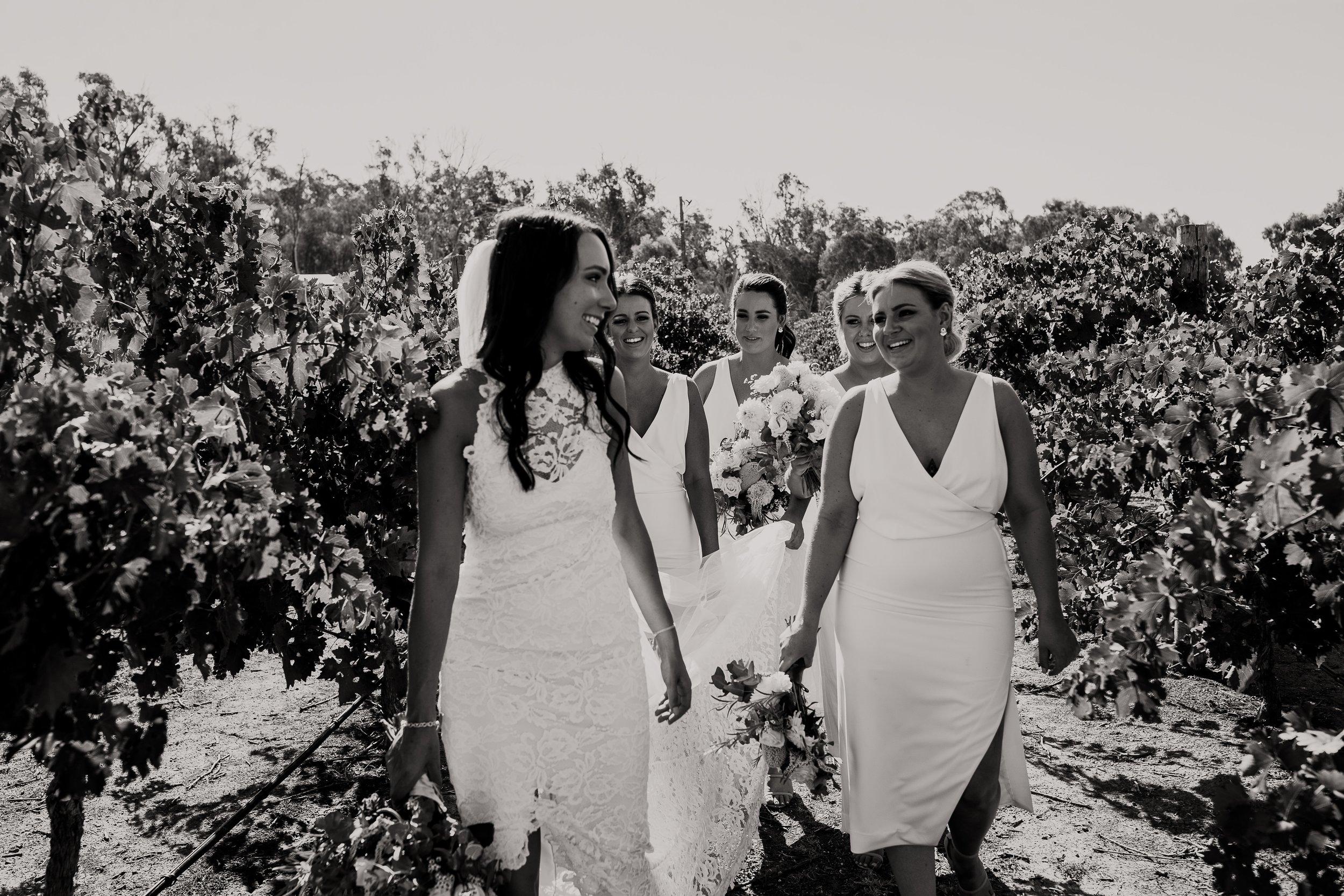 mickalathomas_puremacphotography_weddingphotographer_couplephotographer_Sheppartonphotographer_2898.jpg