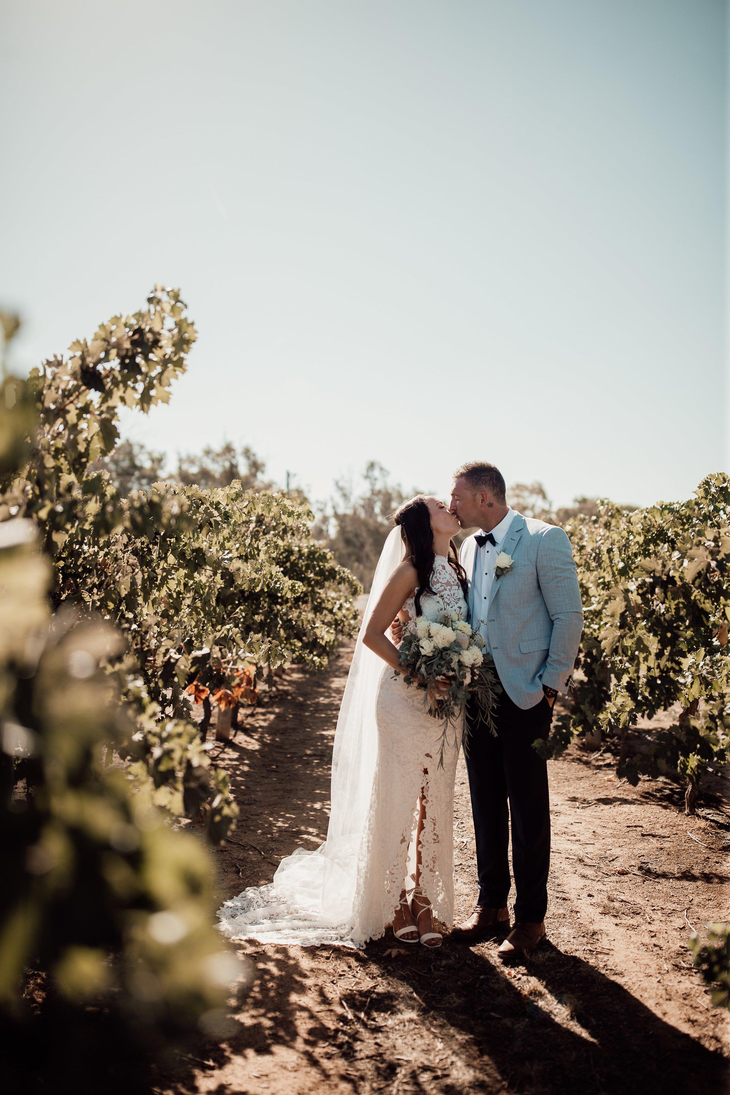 mickalathomas_puremacphotography_weddingphotographer_couplephotographer_Sheppartonphotographer_2900.jpg