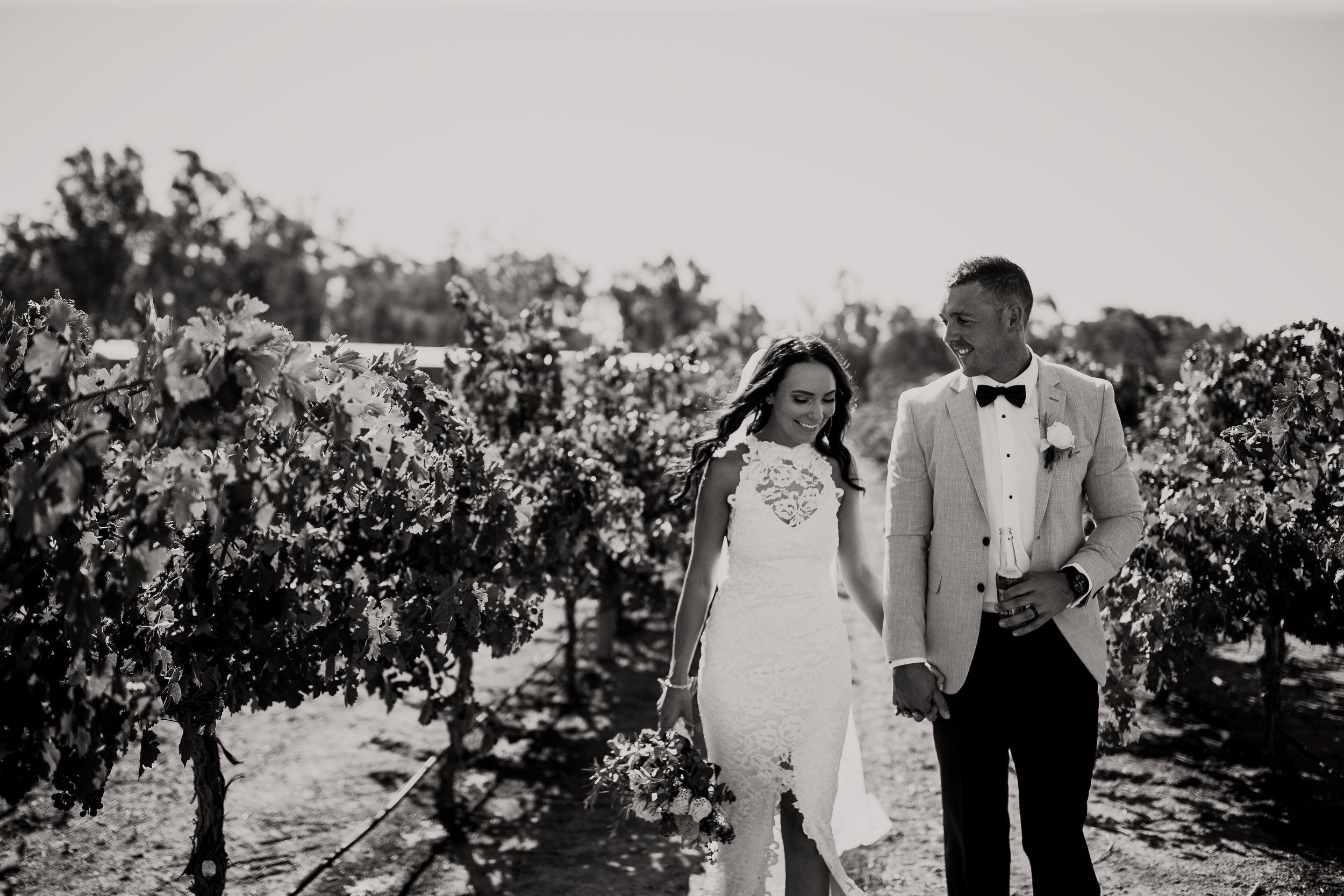 mickalathomas_puremacphotography_weddingphotographer_couplephotographer_Sheppartonphotographer_2901.jpg
