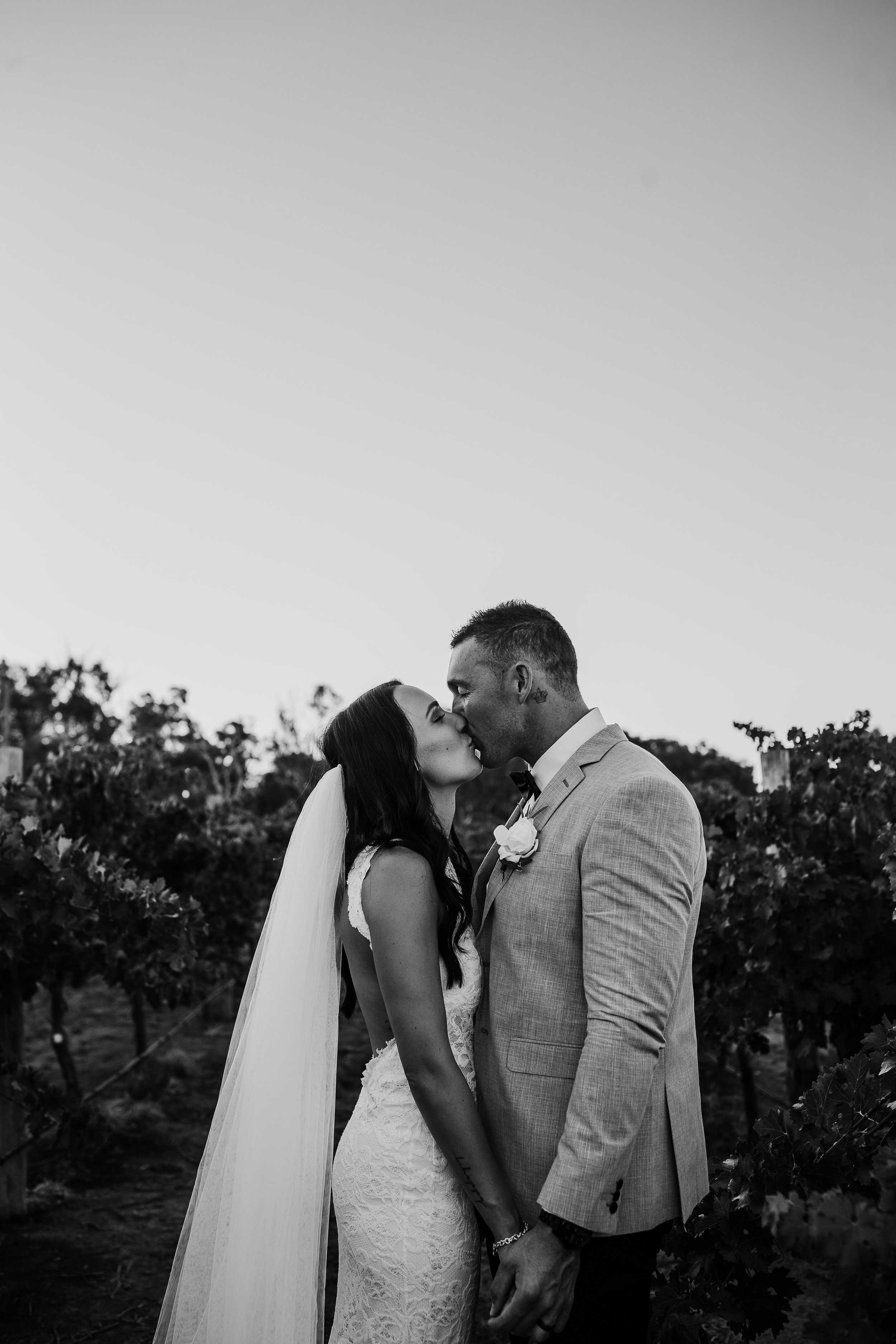 mickalathomas_puremacphotography_weddingphotographer_couplephotographer_Sheppartonphotographer_2912.jpg