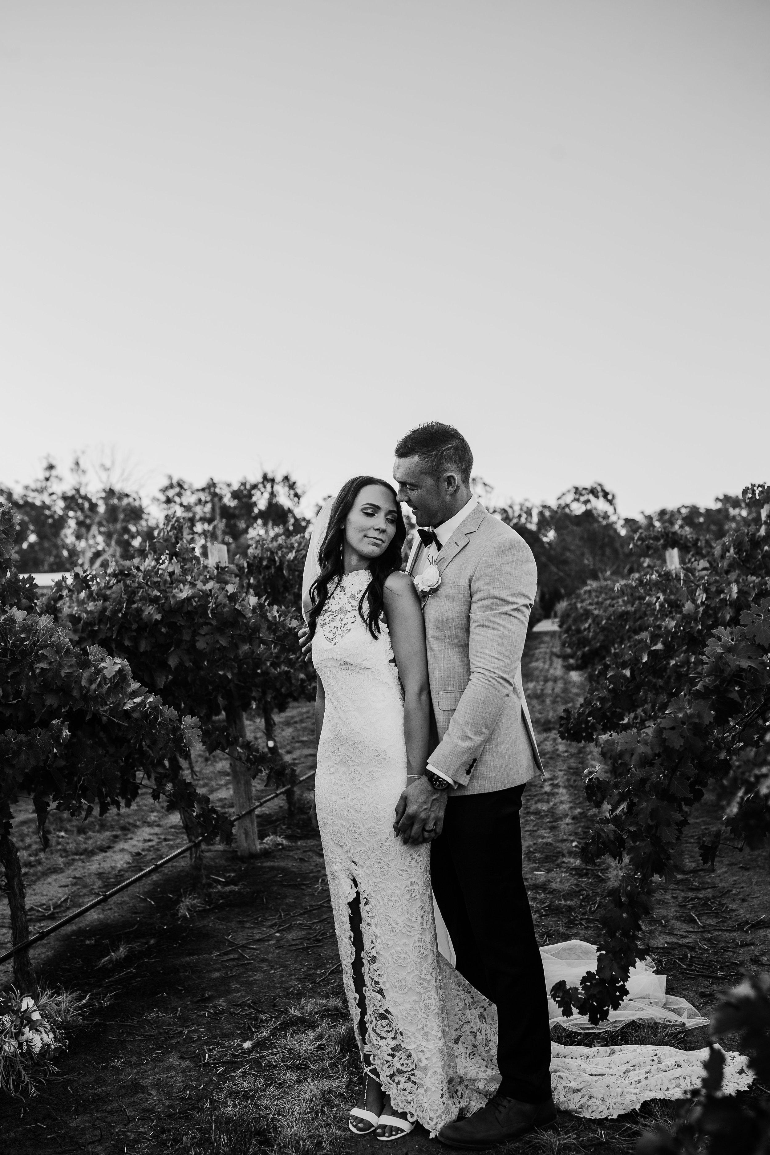 mickalathomas_puremacphotography_weddingphotographer_couplephotographer_Sheppartonphotographer_2914.jpg