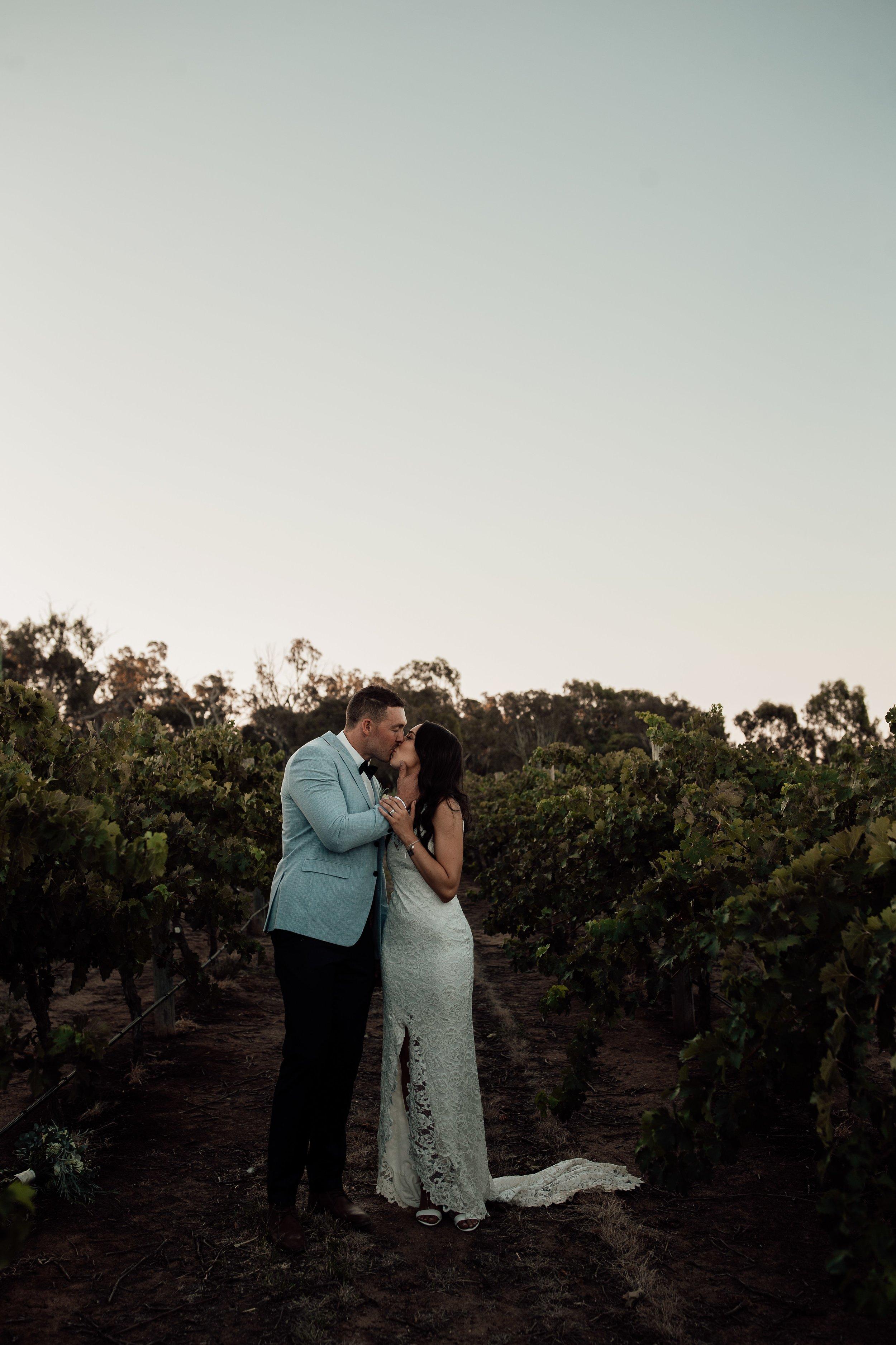 mickalathomas_puremacphotography_weddingphotographer_couplephotographer_Sheppartonphotographer_2921.jpg