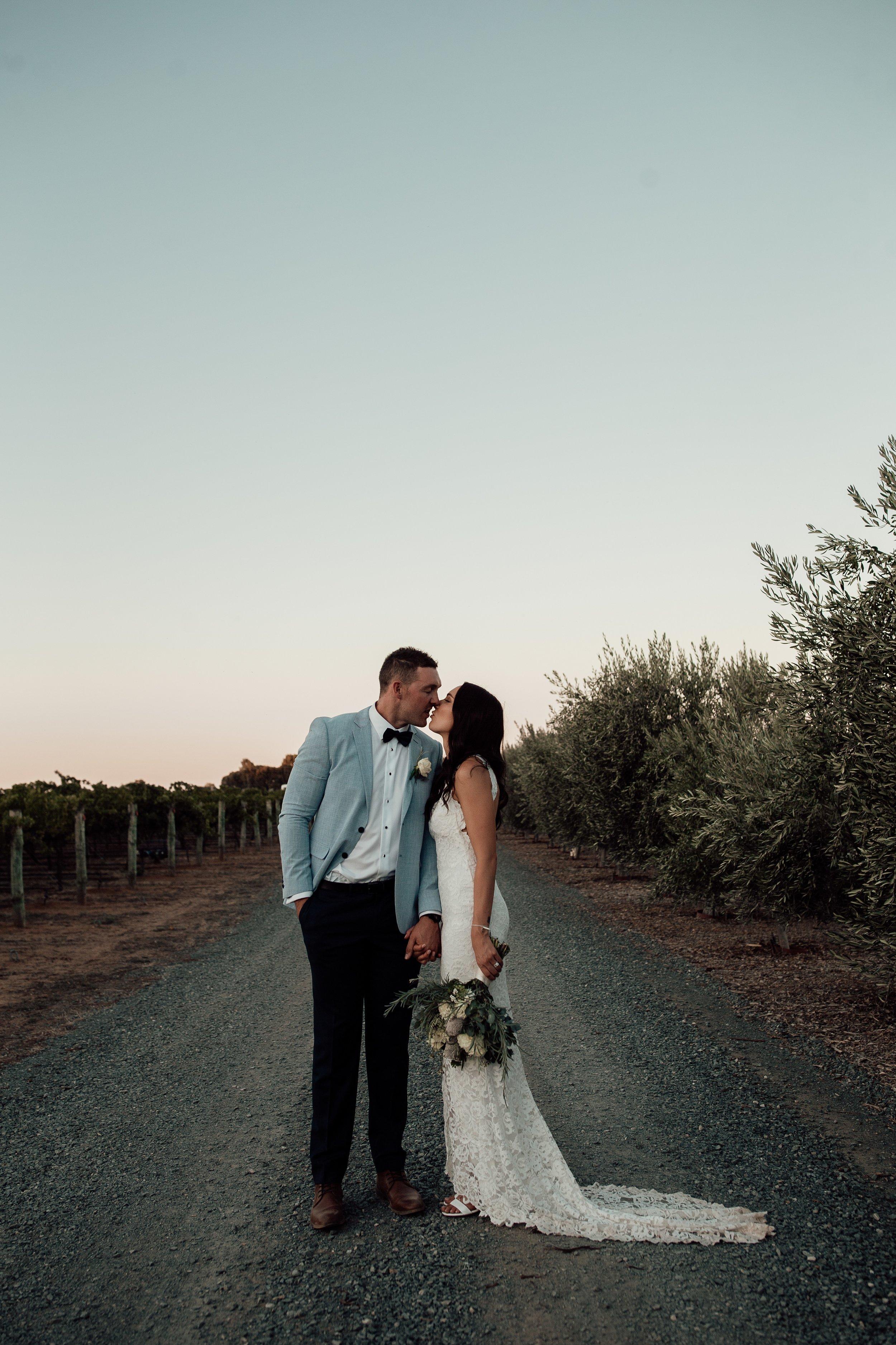 mickalathomas_puremacphotography_weddingphotographer_couplephotographer_Sheppartonphotographer_2927.jpg