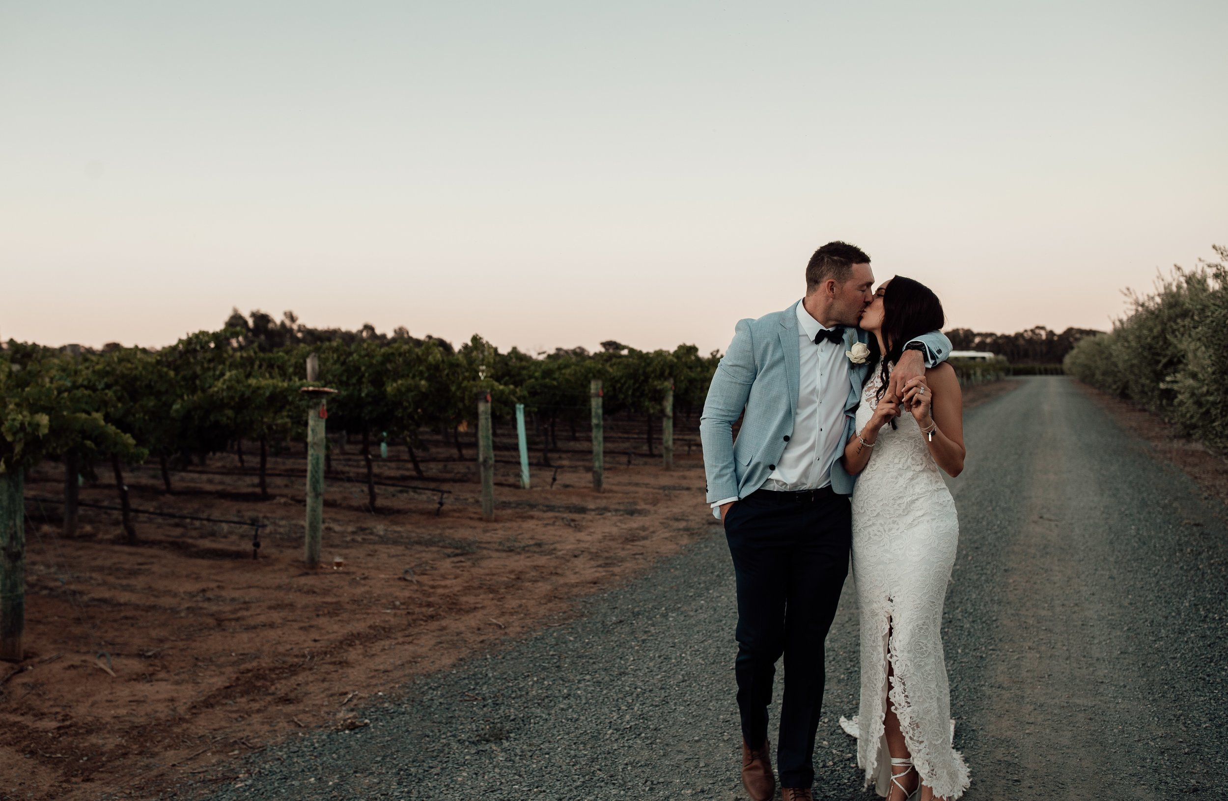 mickalathomas_puremacphotography_weddingphotographer_couplephotographer_Sheppartonphotographer_2930.jpg